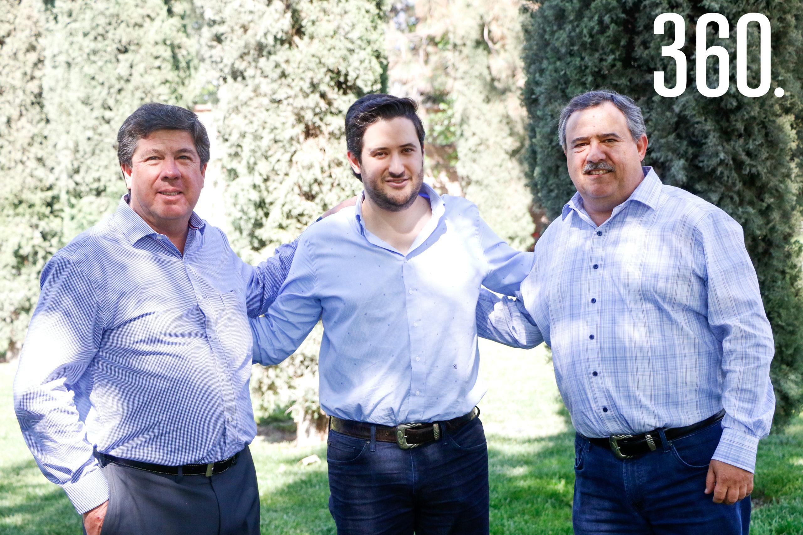 Alejandro Dávila acompañado de su suegro, Sergio Arsuaga, y su papá, Alejandro Dávila.