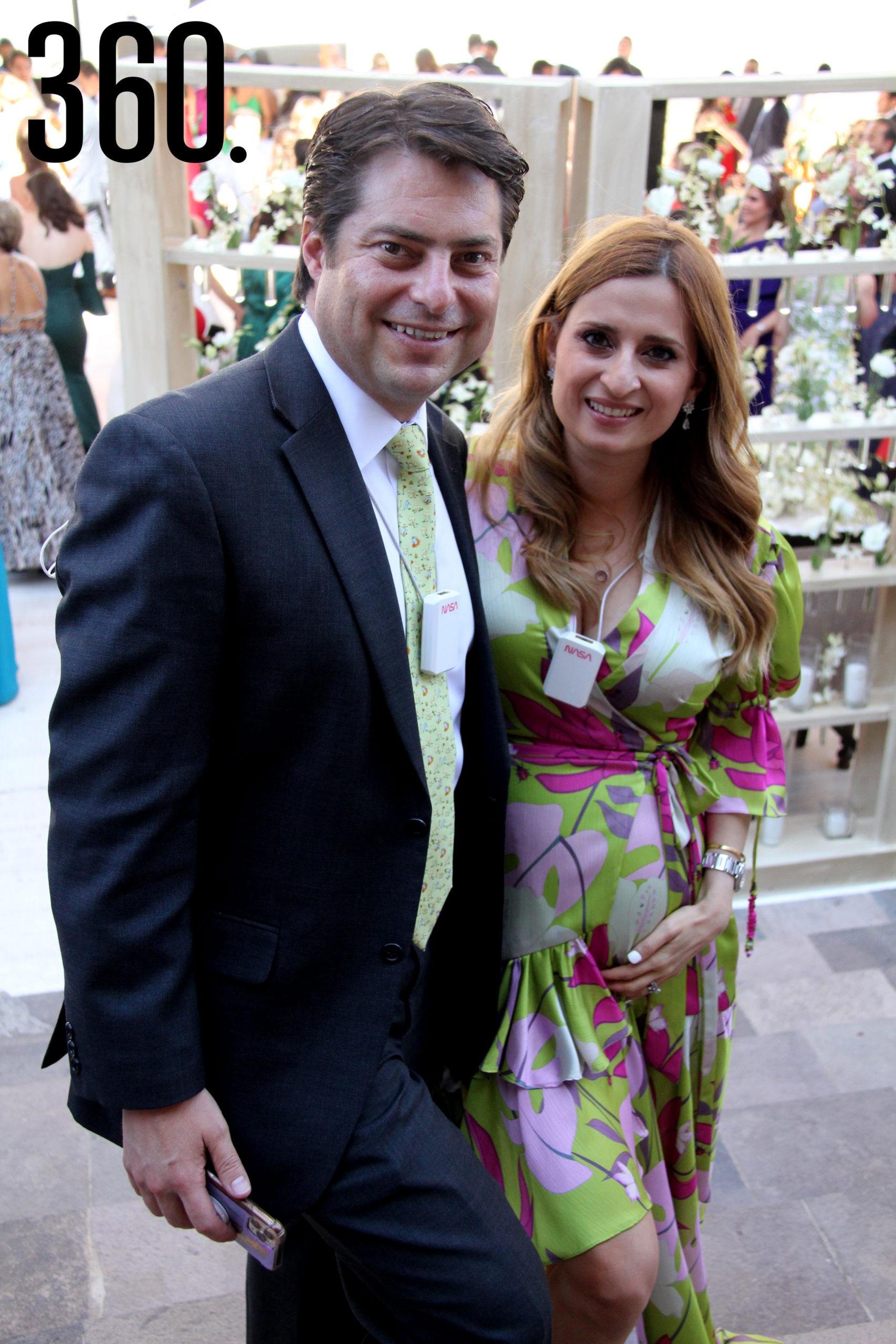 Enrique Martínez y Morales con su esposa Lilia Hiarmes.