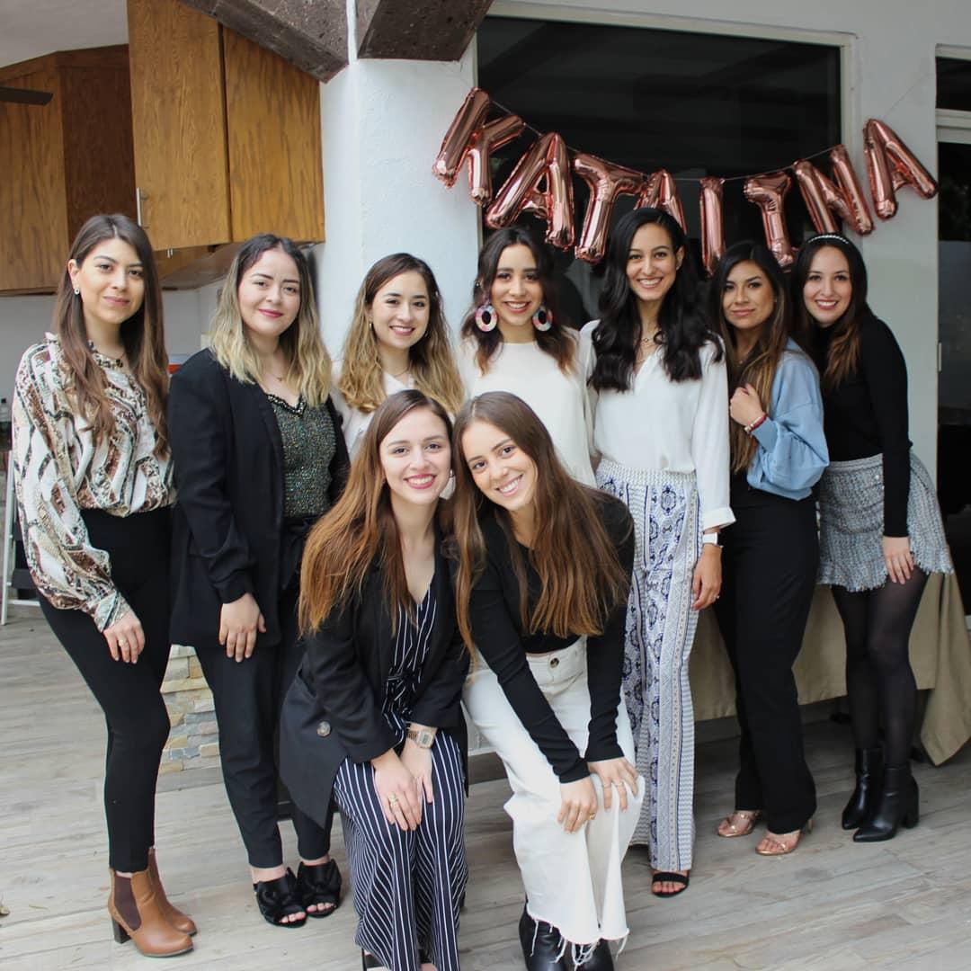 Grecia Cabello, Valeria Meléndez, Marcela Espinosa, Paulina de la Torre, Andrea Cárdenas, Pamela Rodríguez, Carla Flores, Natalia de la Torre y Regina de la Torre.