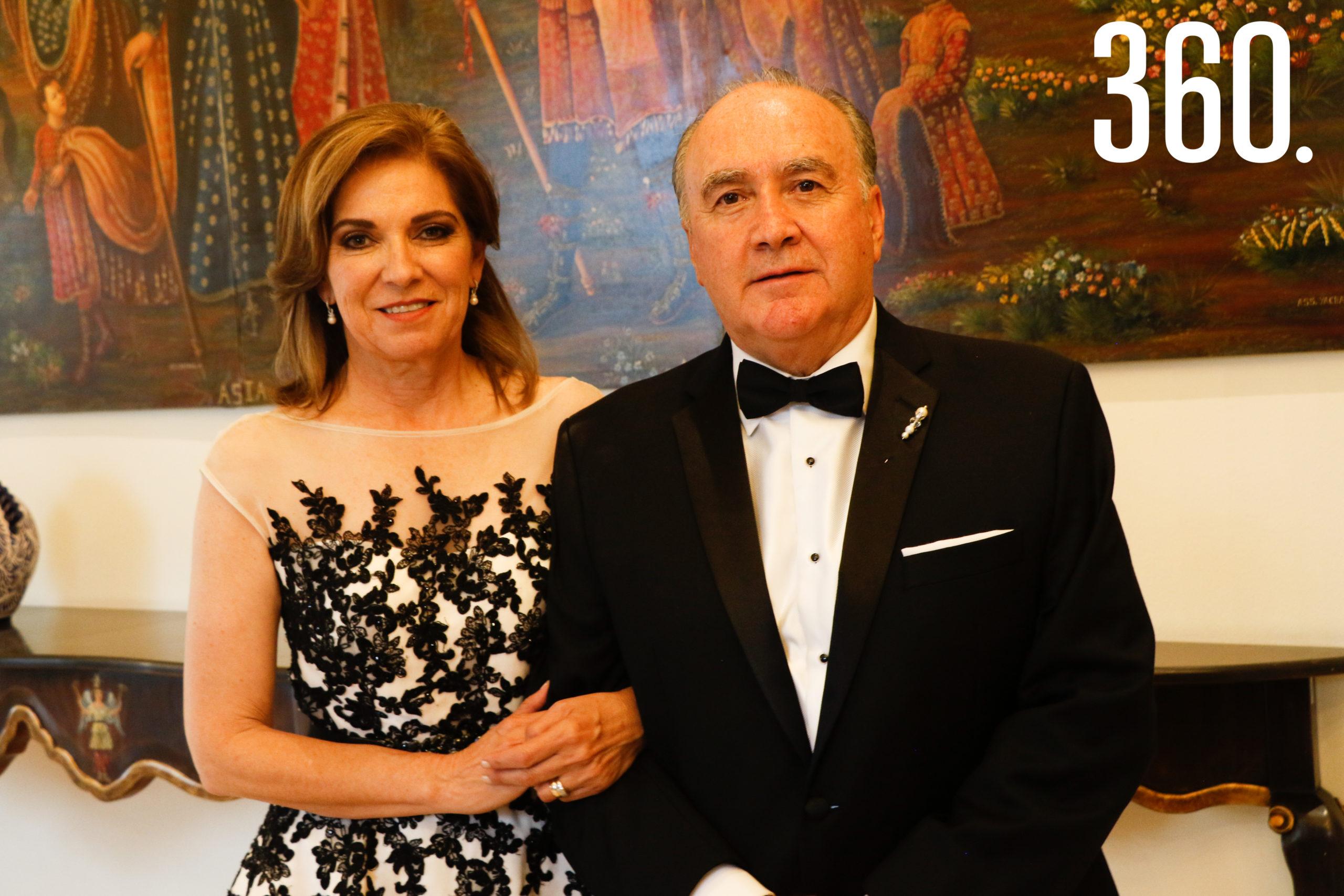 Gloria Flores y Jorge Dávila, padres de la novia.