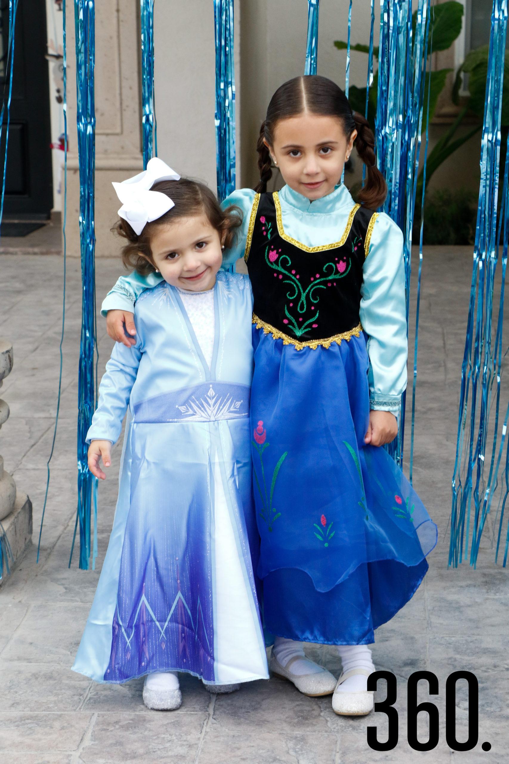 Mariana con su hermana Valeria Martínez.