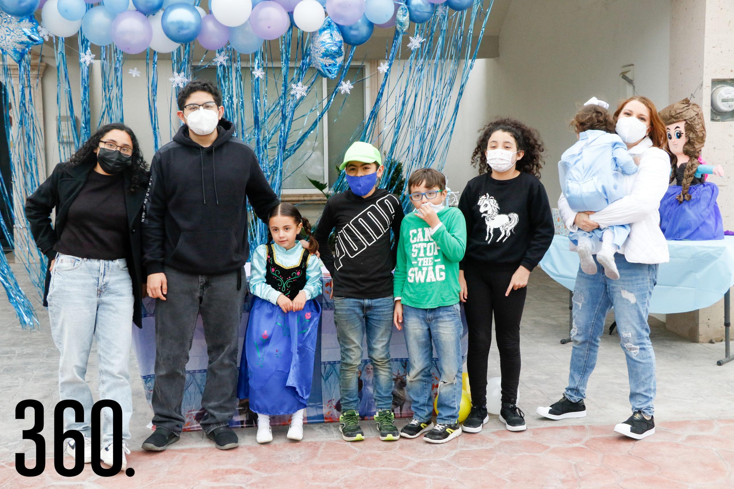 Valeria y Mariana con sus primos, Abby, Rodrigo, Santiago, Mateo y Andrea Rodríguez.