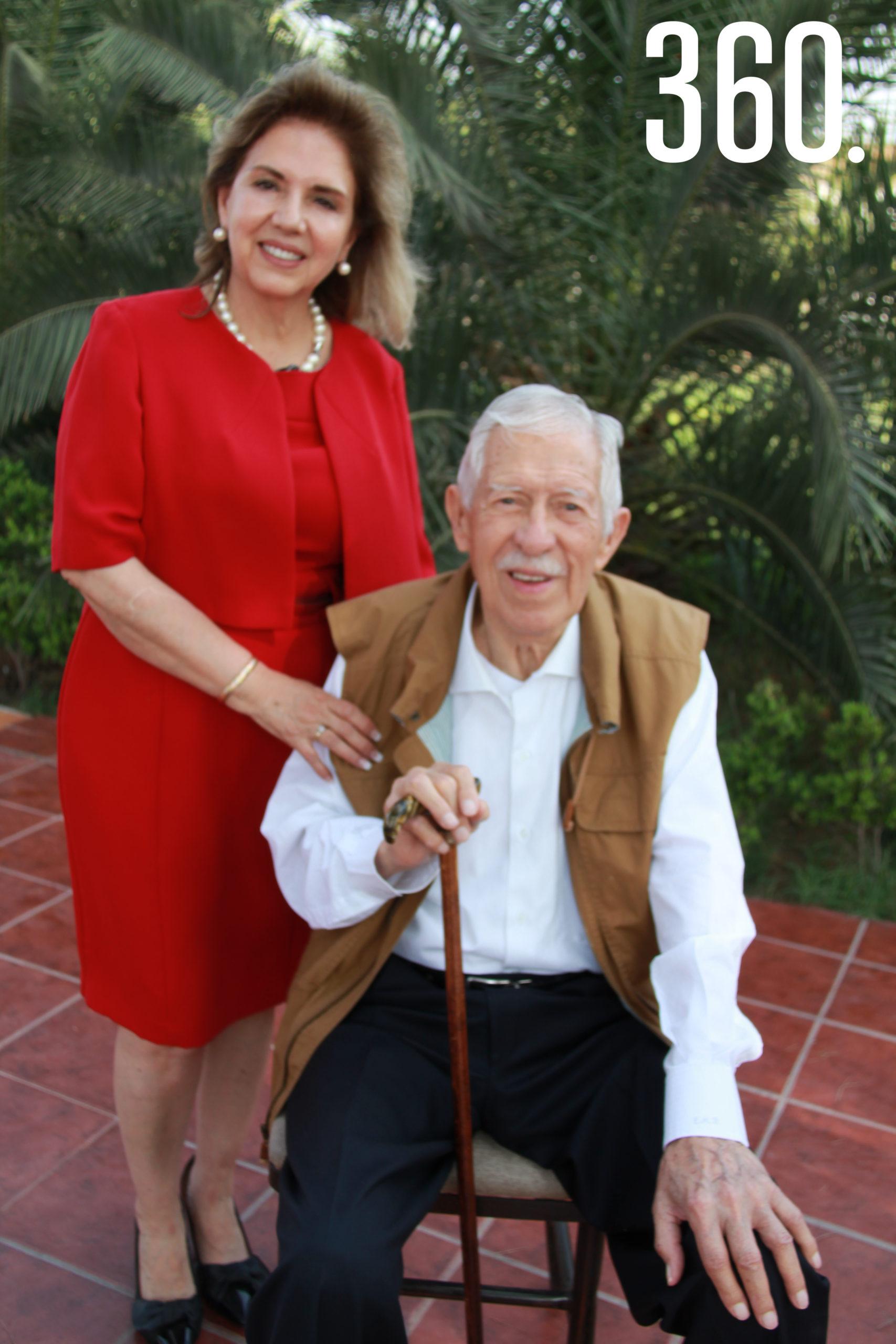 Lucila Ruiz Muzquiz festejó las nueve décadas de vida de su esposo Eliseo Mendoza Berrueto.