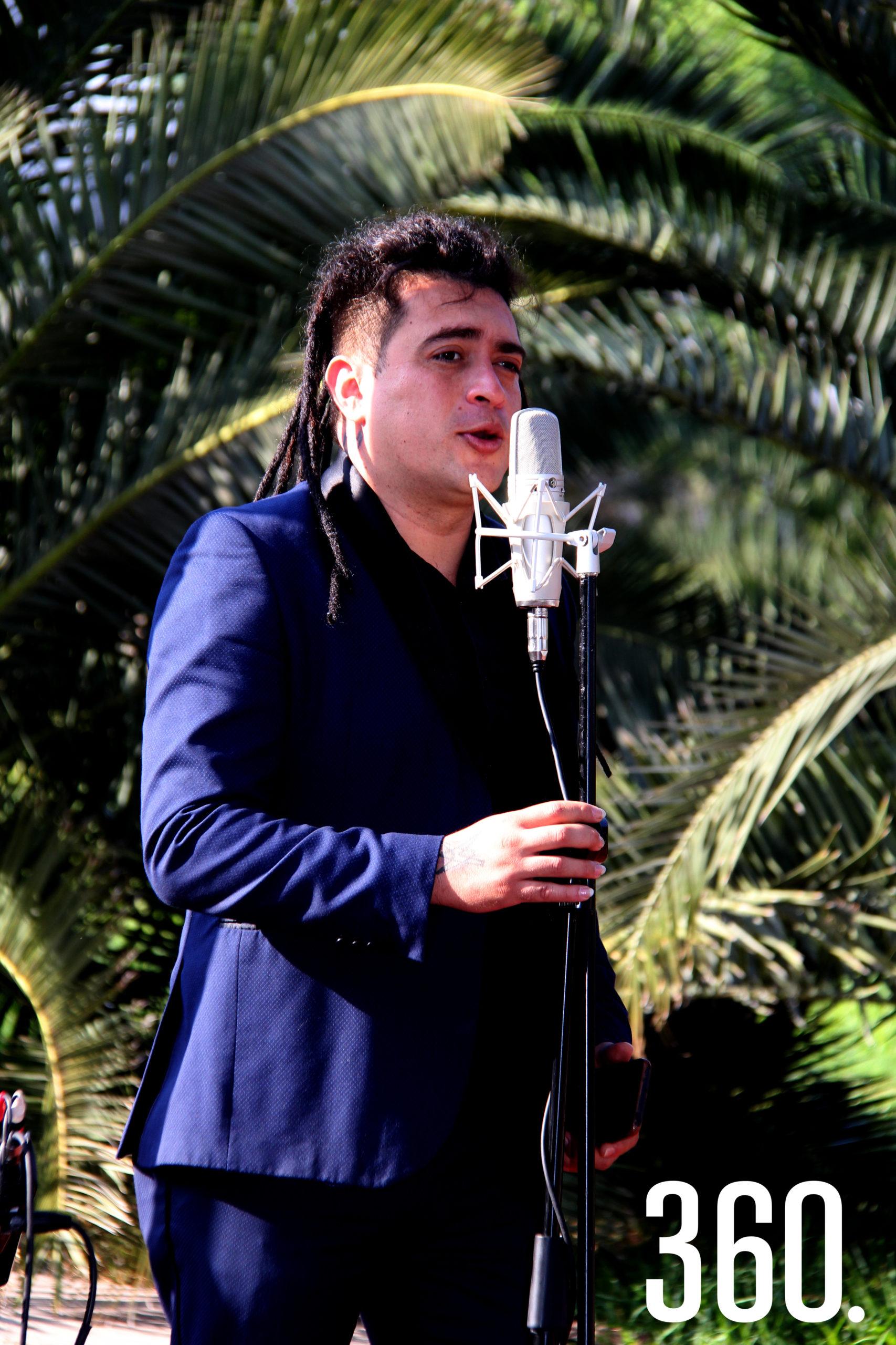 Alán Gallegos amenizó el desayuno con lo mejor de su repertorio y complació las peticiones de los asistentes.