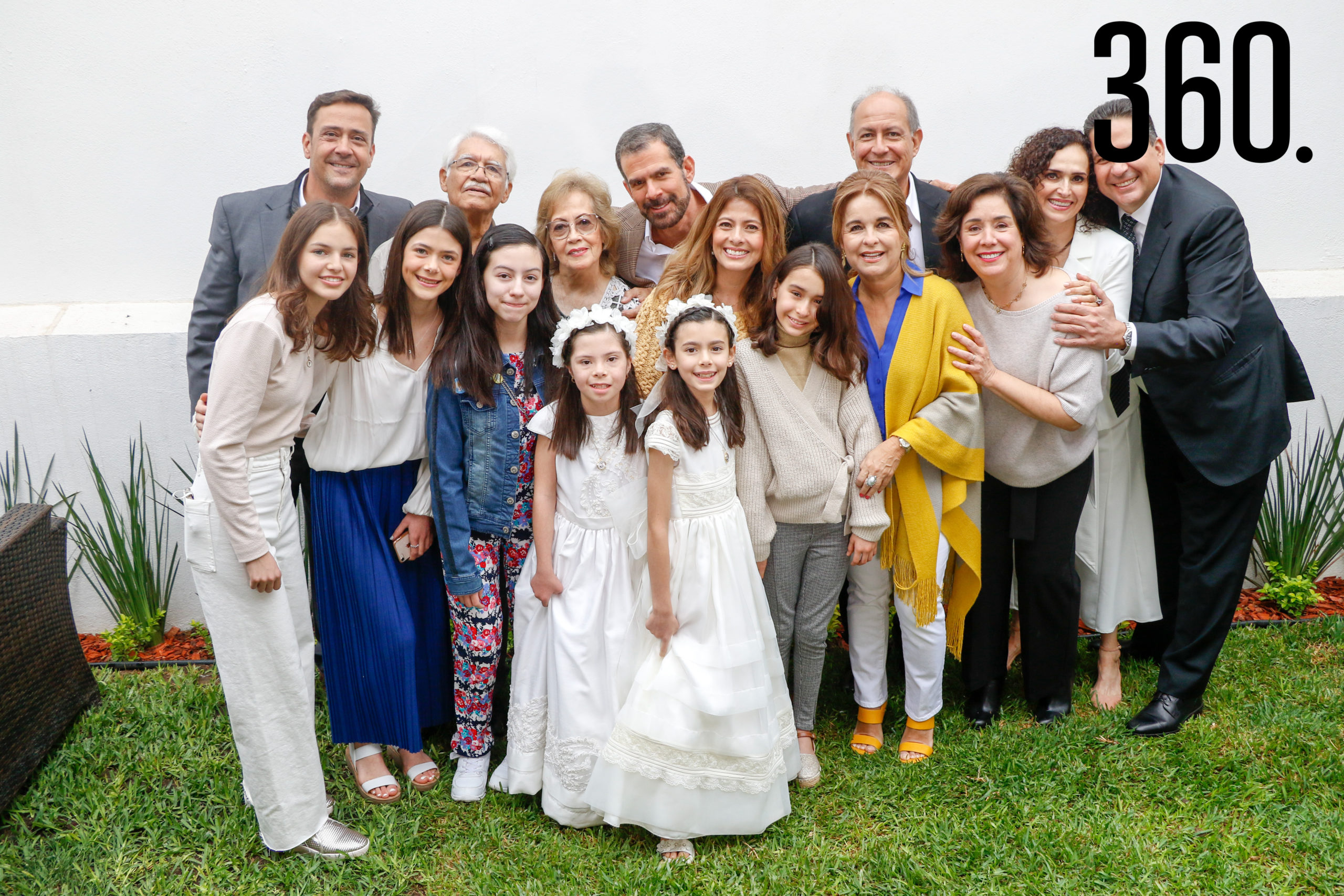Natalia y Bárbara con toda su familia.