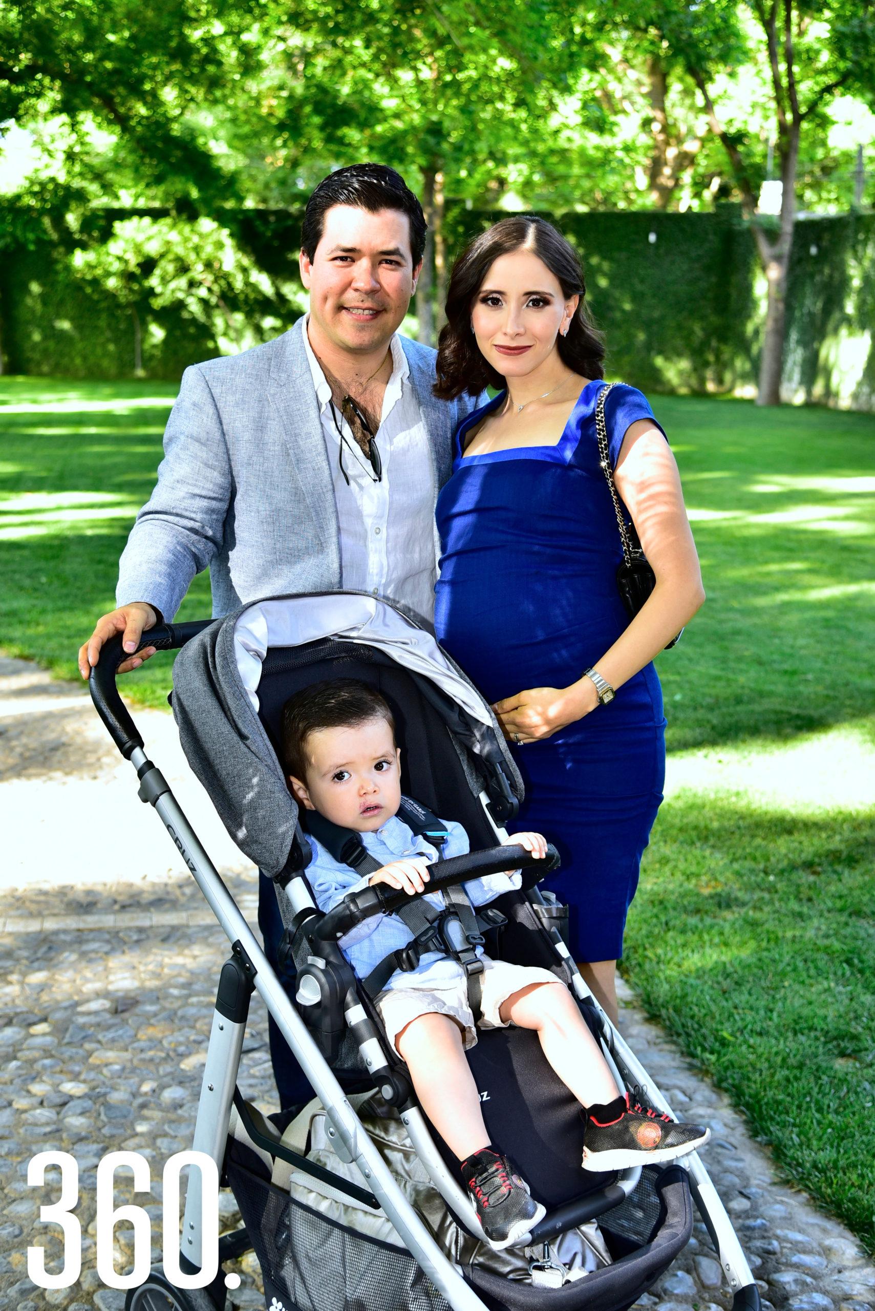 José Roberto López, Mariana Bueno y José Daniel López Bueno.