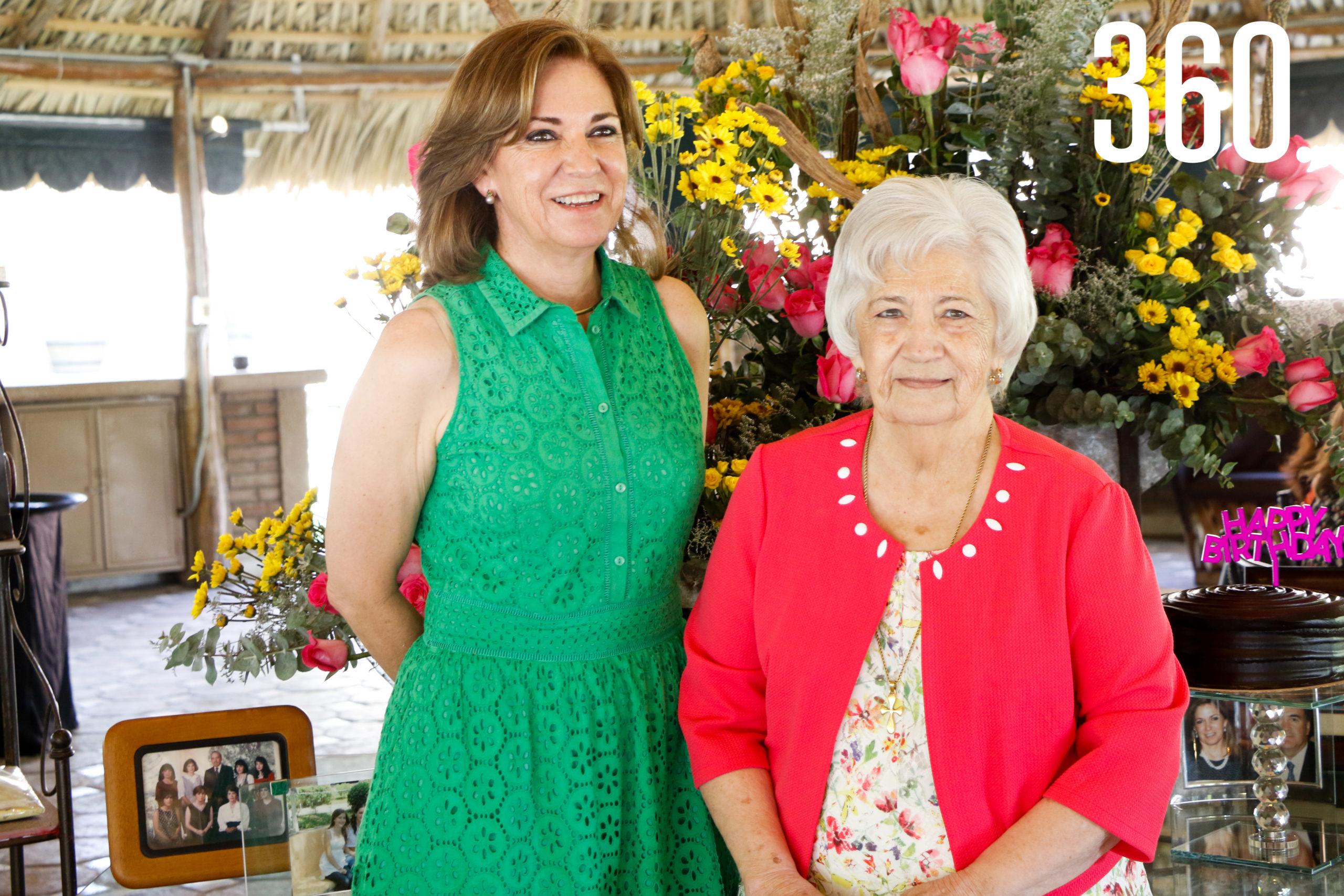 Gloria con su madre, Toñeta Flores.