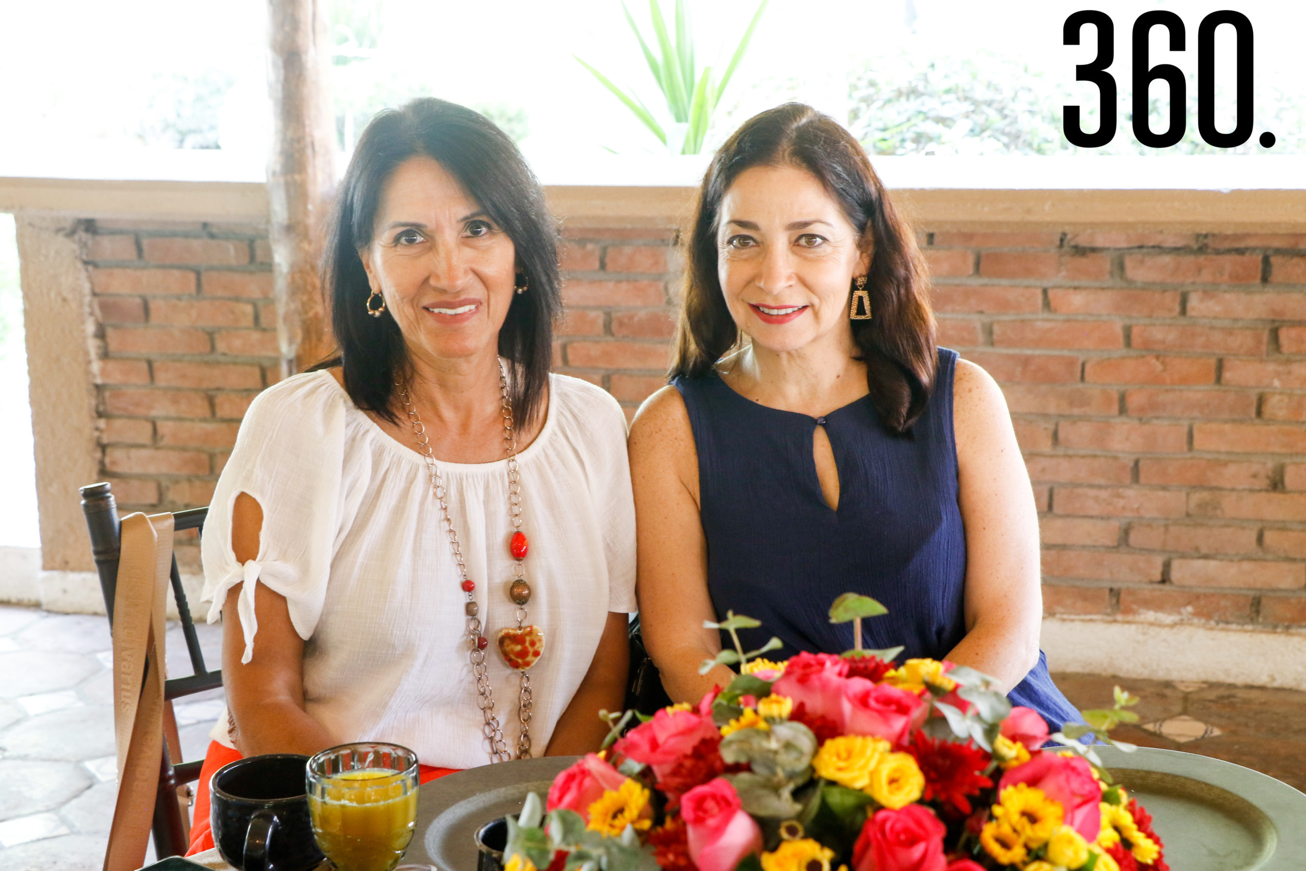 Nany Wah y Lorena Flores.