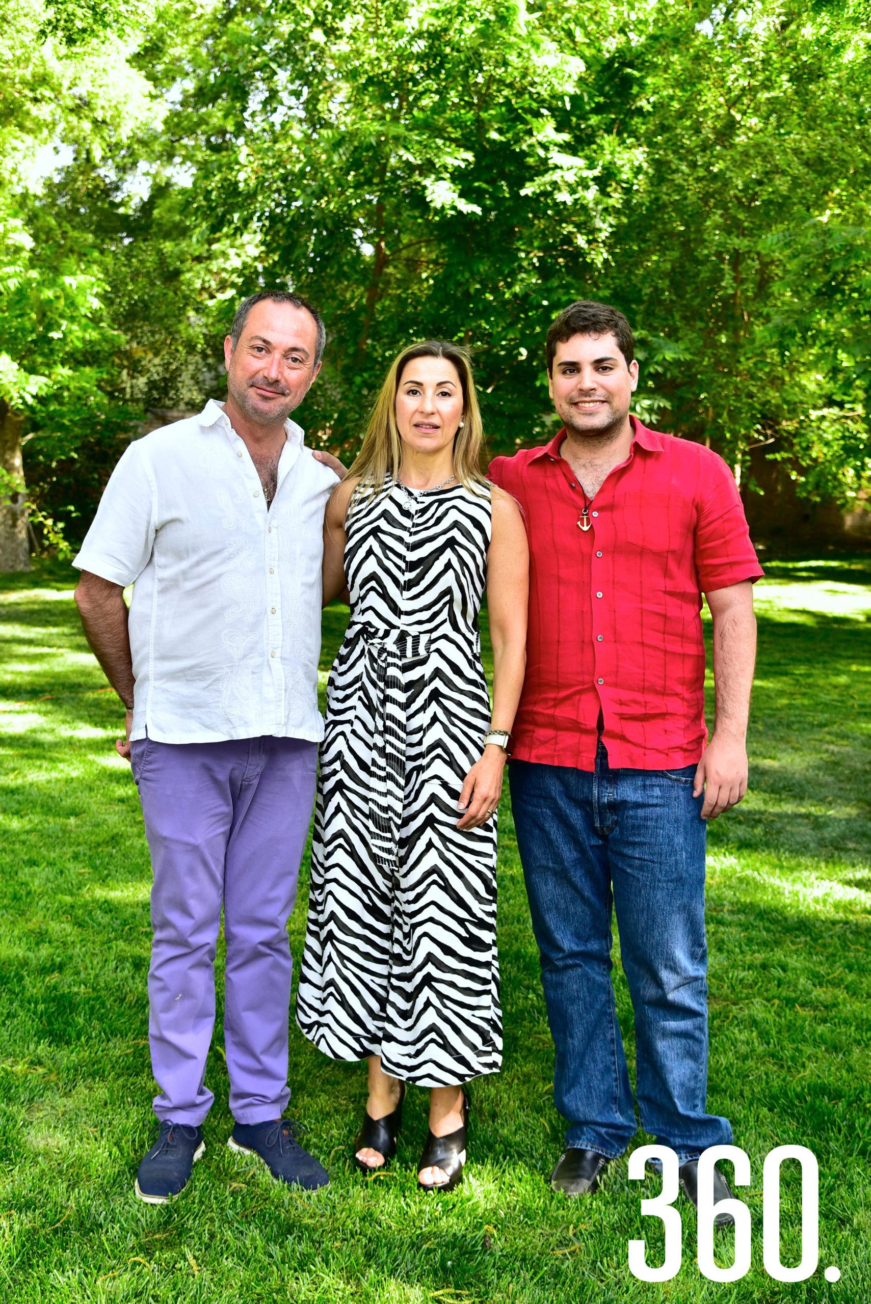 Luis Torres Arsuaga, Antonieta Saucedo y Luis Atón.