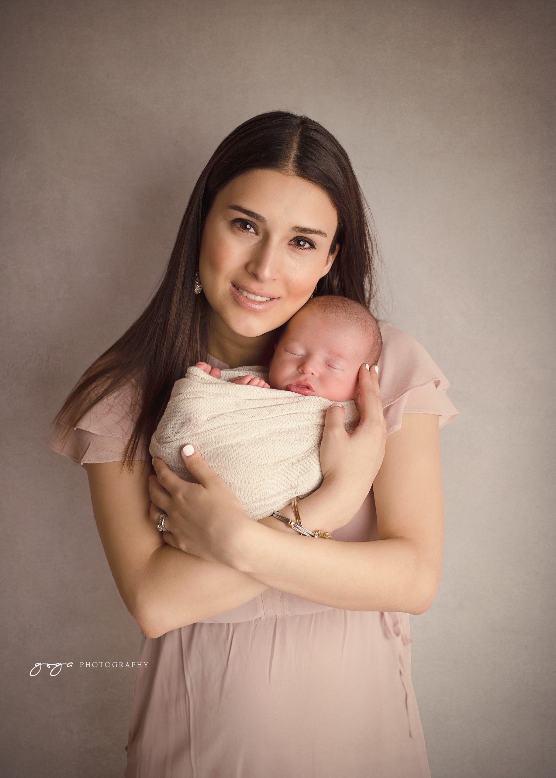 Verónica Garza con el pequeño Álvaro.