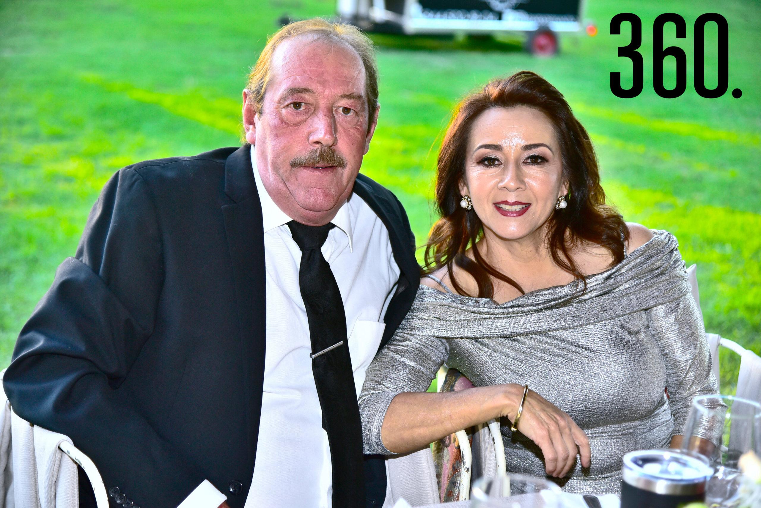 Mario Garza y Martha Cardoza de Garza.