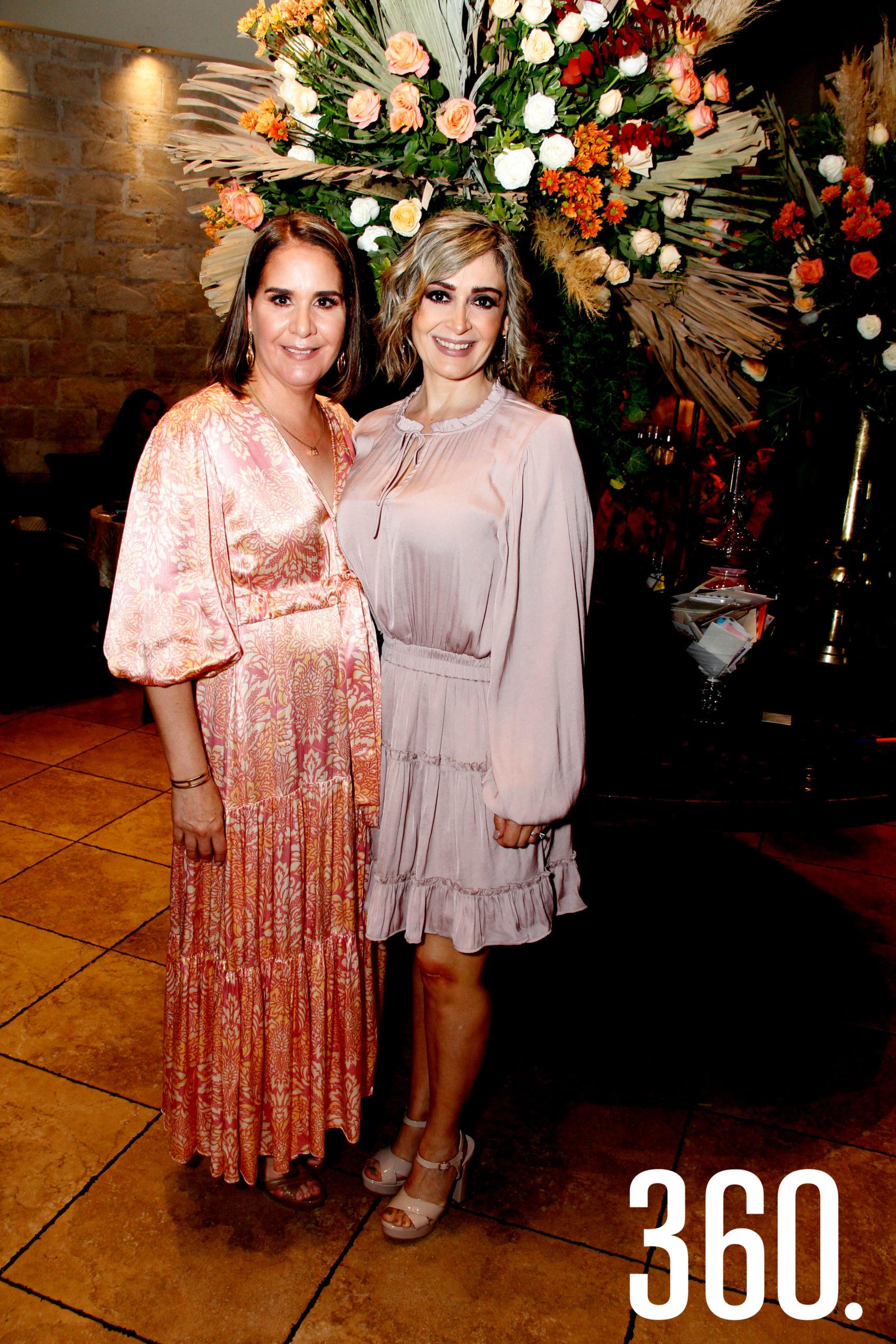 Teté Gómez López y Nona Abundis, madres de los novios.