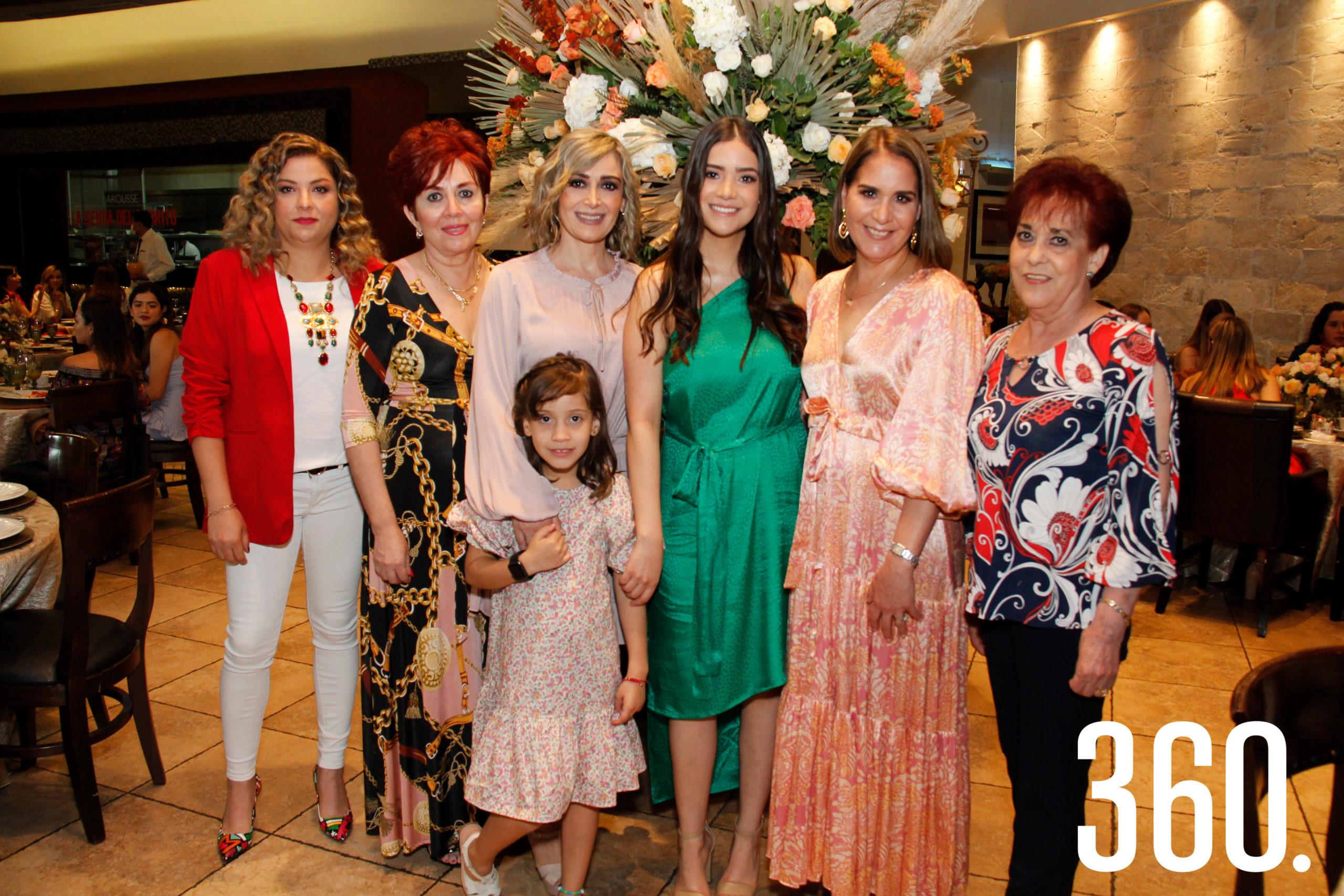 Mariané Abundis, Guillermina Sandoval, Nona Abundis, Natalia Hernández, Sofía Chávez, Teté Gómez y Martha Abundis.