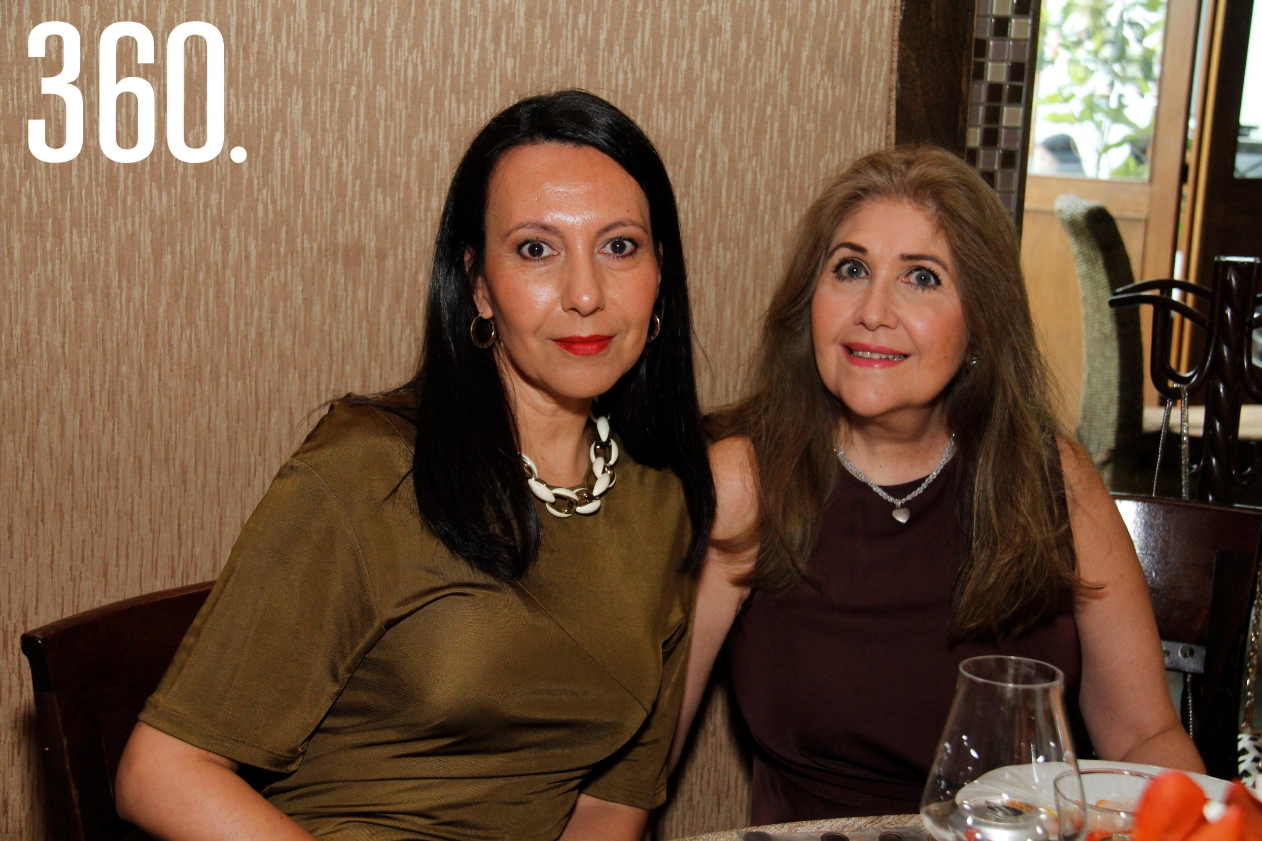 Claudia Arquieta y Aracely de la Garza.