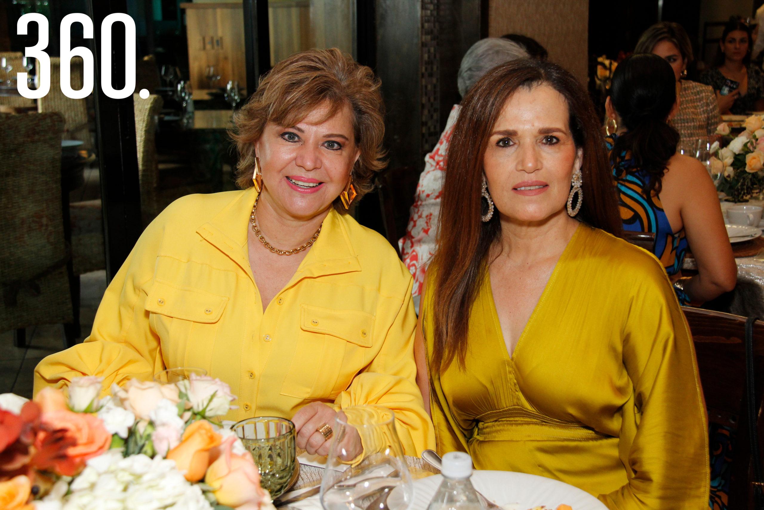 Delia Martha Villarreal y Rosy Márquez.
