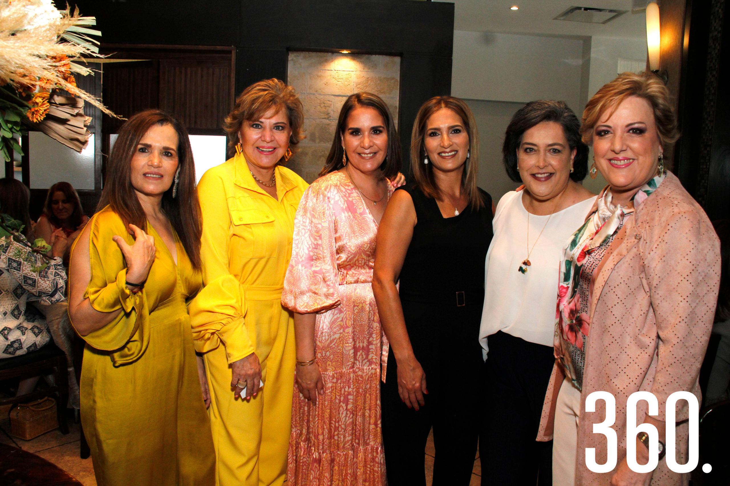 Rosy Márquez, Delia Martha Villarreal, Teté Gómez, Karla Cueto, Diana Castilla y Paty Martínez.