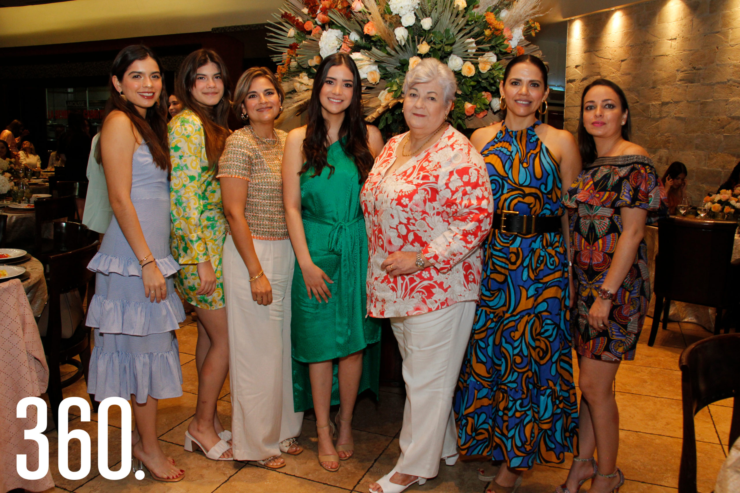 Las integrantes de la familia Del Río vinieron de Chihuahua para acompañar a Sofía en su despedida de soltera.