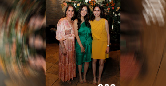 Sofía con su mamá Tete Gómez López y su hermana Ana Lety Chávez.