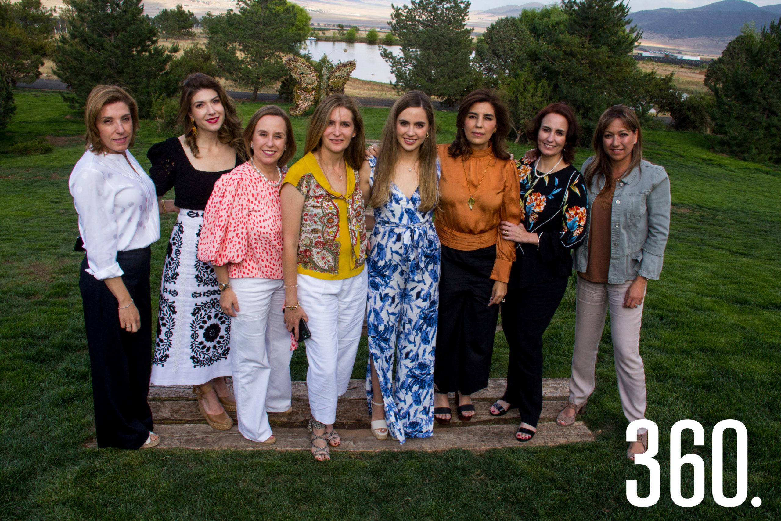 Malena Mendel, Verónica Abramo, Liana Dávila, Elma Arizpe, Daniela Arsuaga, Adriana Vargas, Adriana Valdés y Linda Berchelman.
