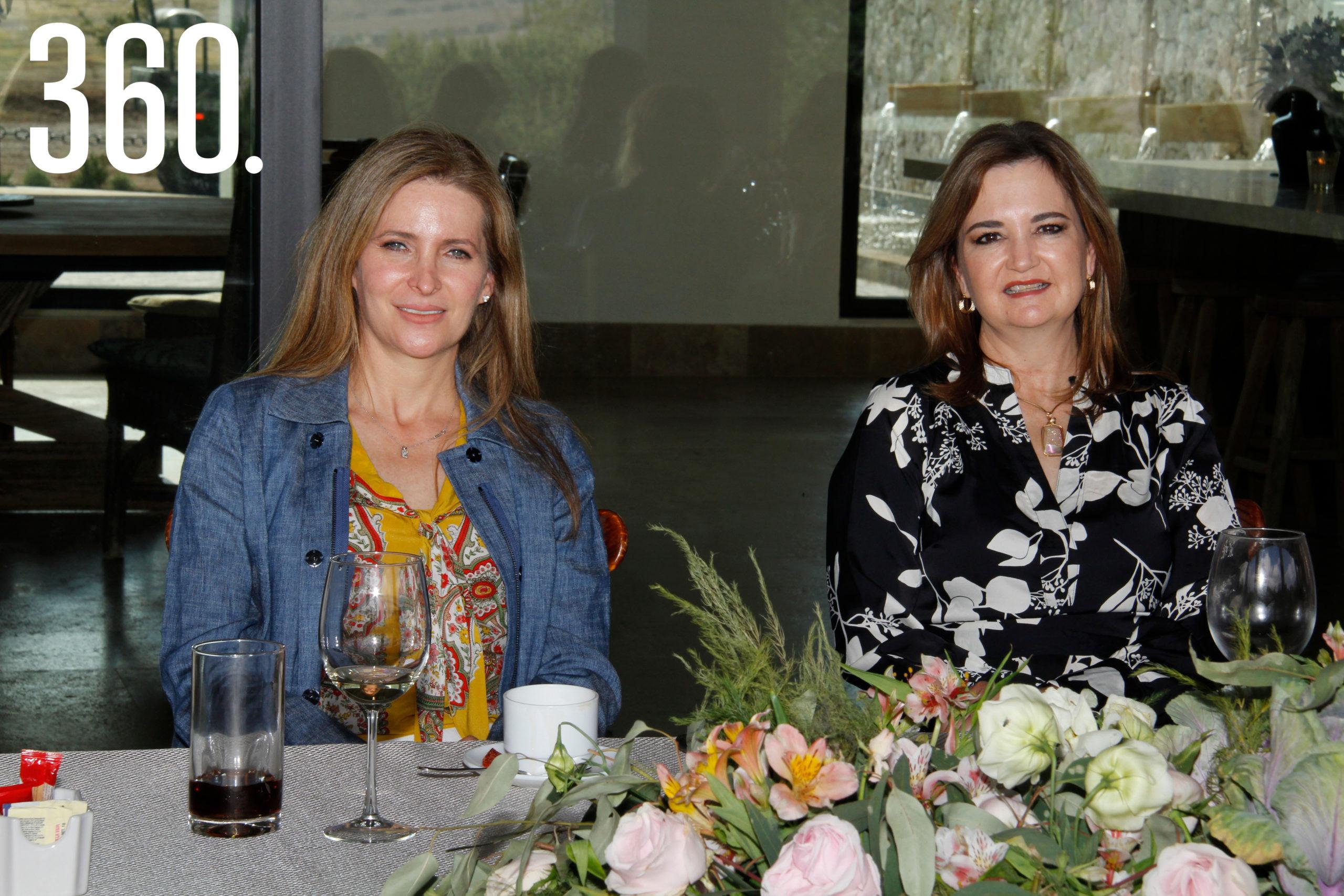 Elma Arizpe Rodríguez y Fernanda Osuna, madres de los novios.