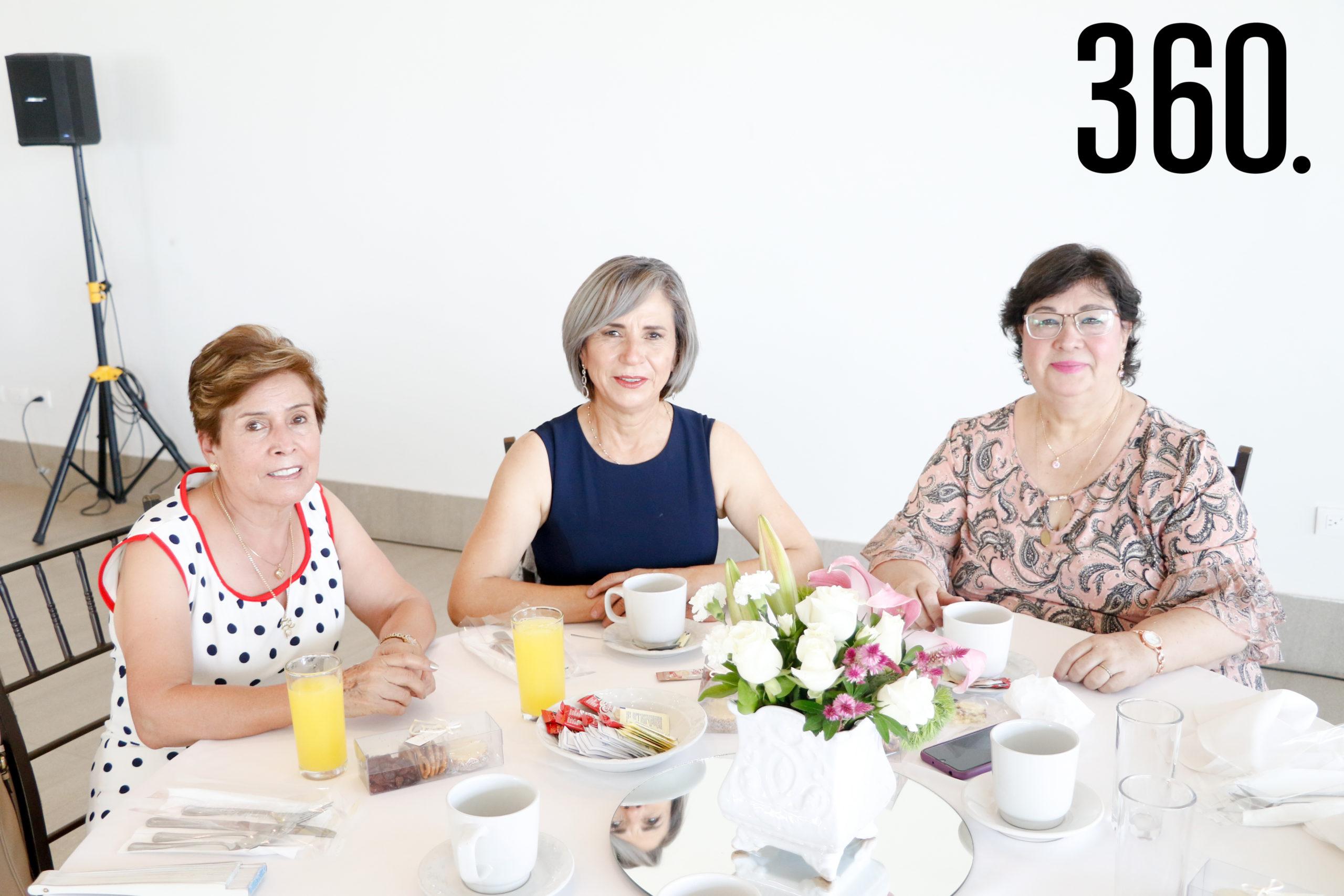 Maricela García, Almeida Borrego y Magdalena Sánchez.