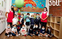 Marisol Castro y Nayeli Medellín con sus alumnos de Kinder 1 A.