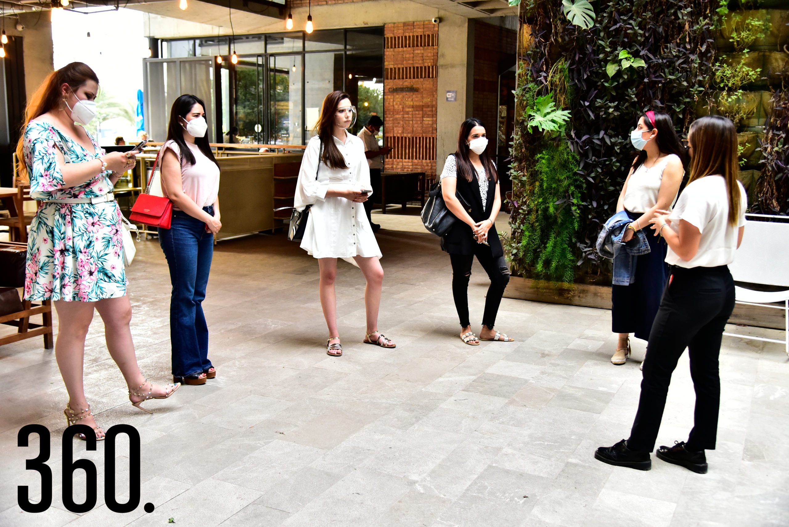 Alondra Lafuente, Ejecutiva de Ventas del Il Mercato Gentiloni, dando la bienvenida a las invitadas especiales.
