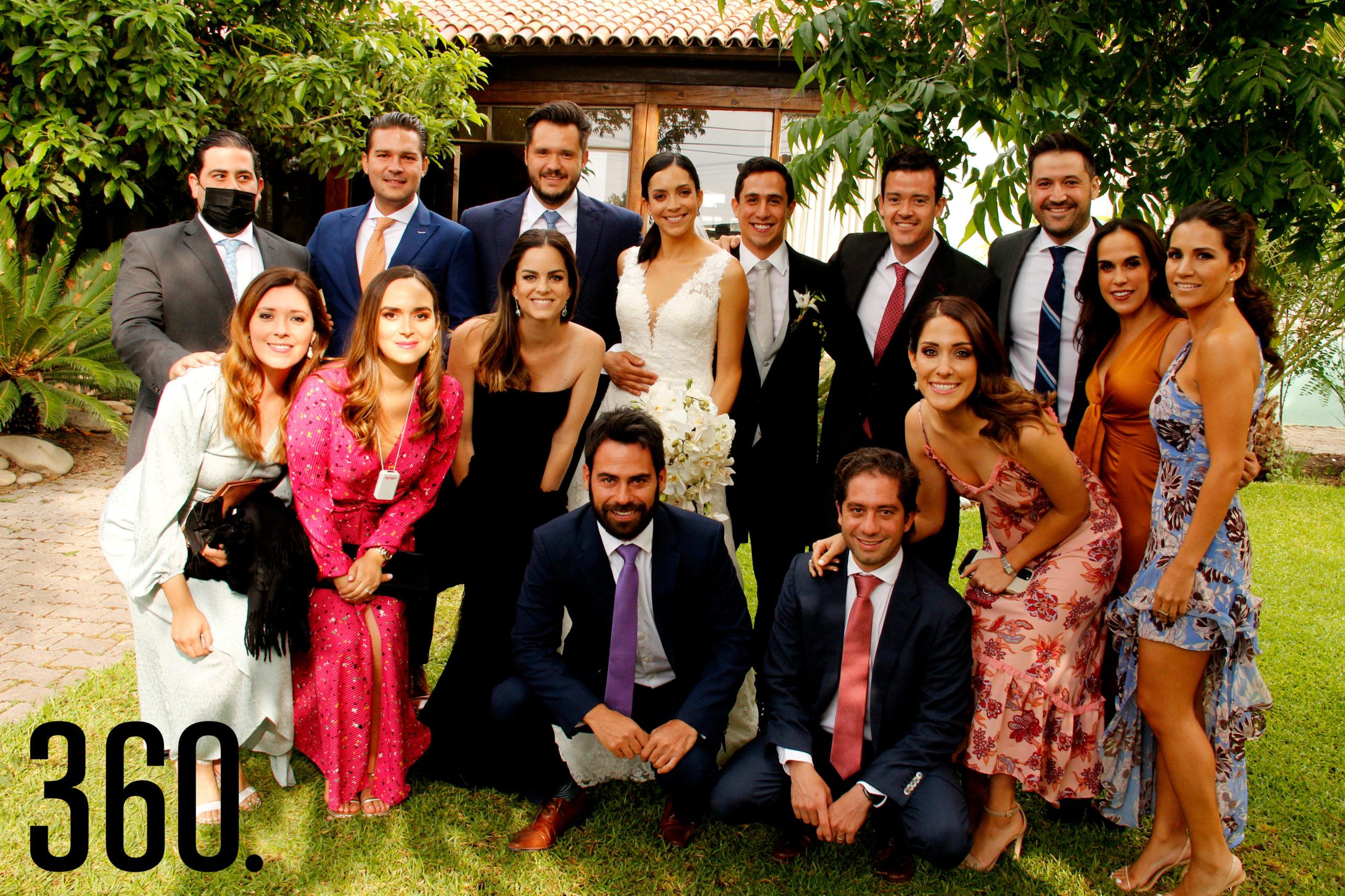 Ana Paula y Juan Carlos con sus amigos.