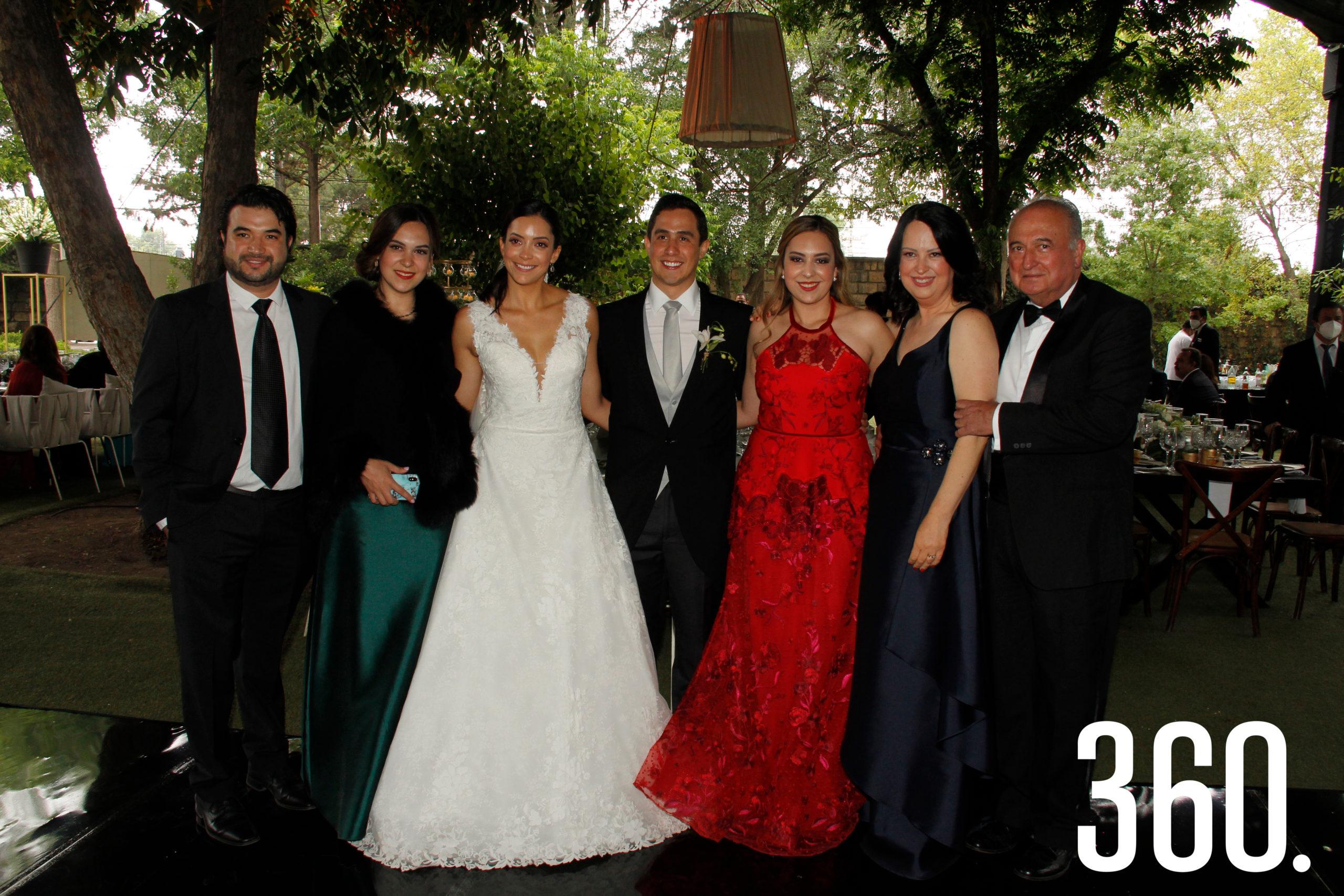 Rolando Martínez, Sofía Torres, Ana Paula Torres, Juan Carlos Díaz, Sofía Flores, Fernanda Torres y Abel Narro.