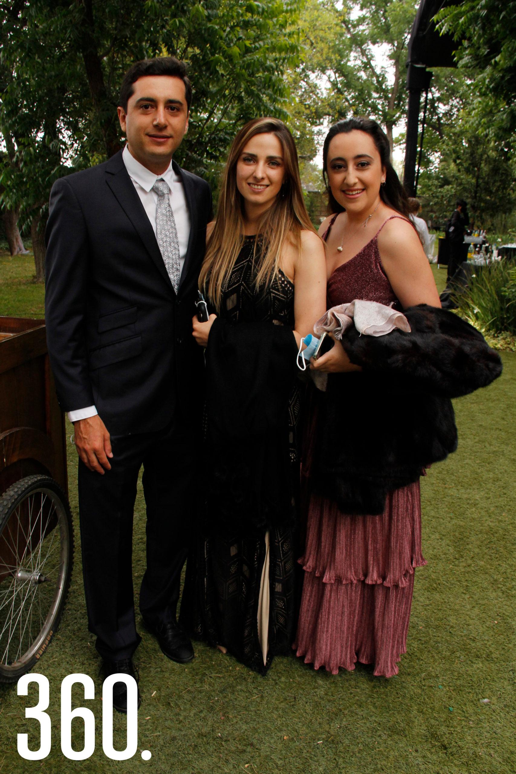 Guillermo Osuna, Diana Garza y María Andrea Osuna.