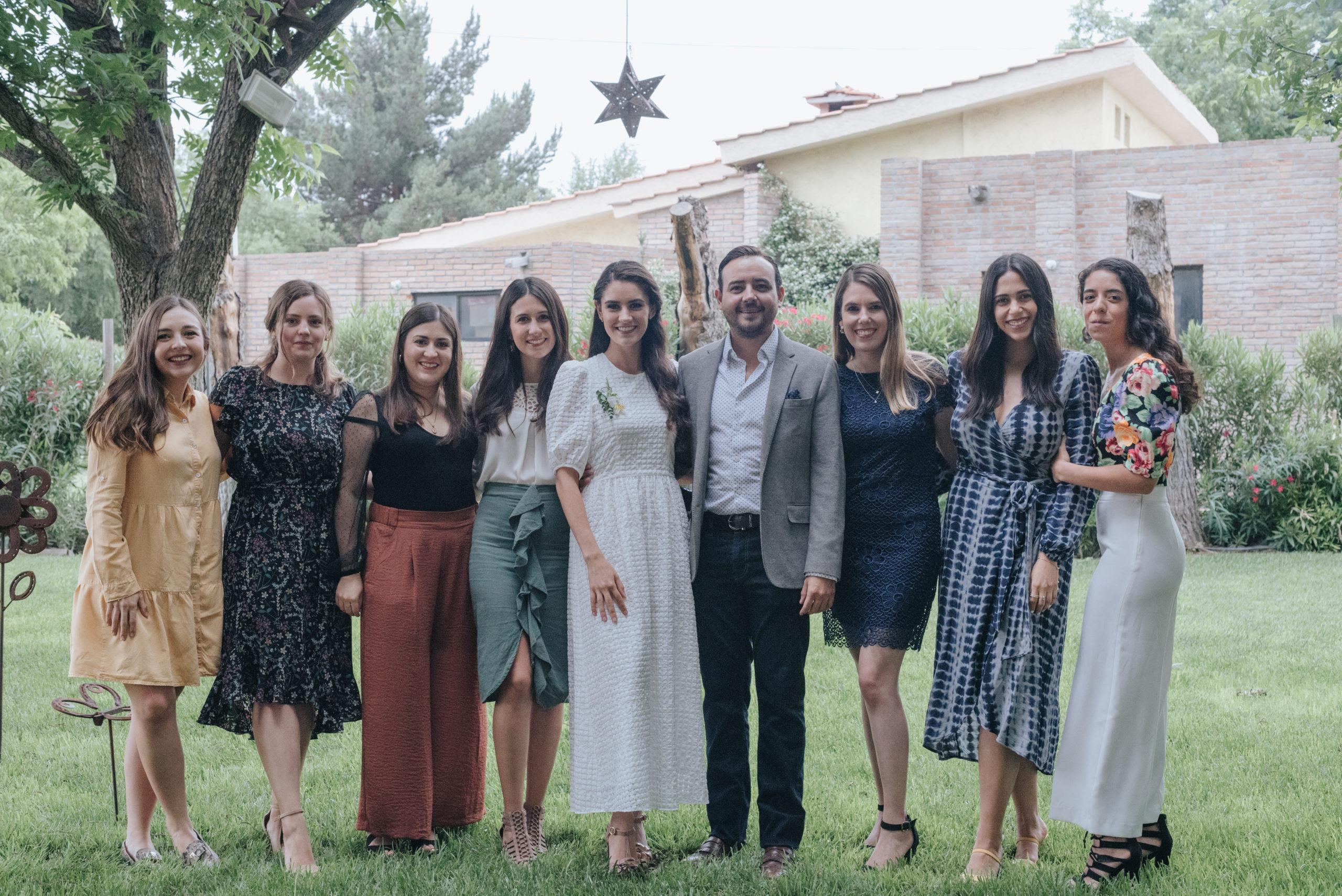 Carolina Vega, Liliana Salas, Sara Flores, Maru Treviño, Ana Gaby Herrera, Eduardo Dávila, Gaby Cepeda, Laura Dávila y Andrea Cardona.