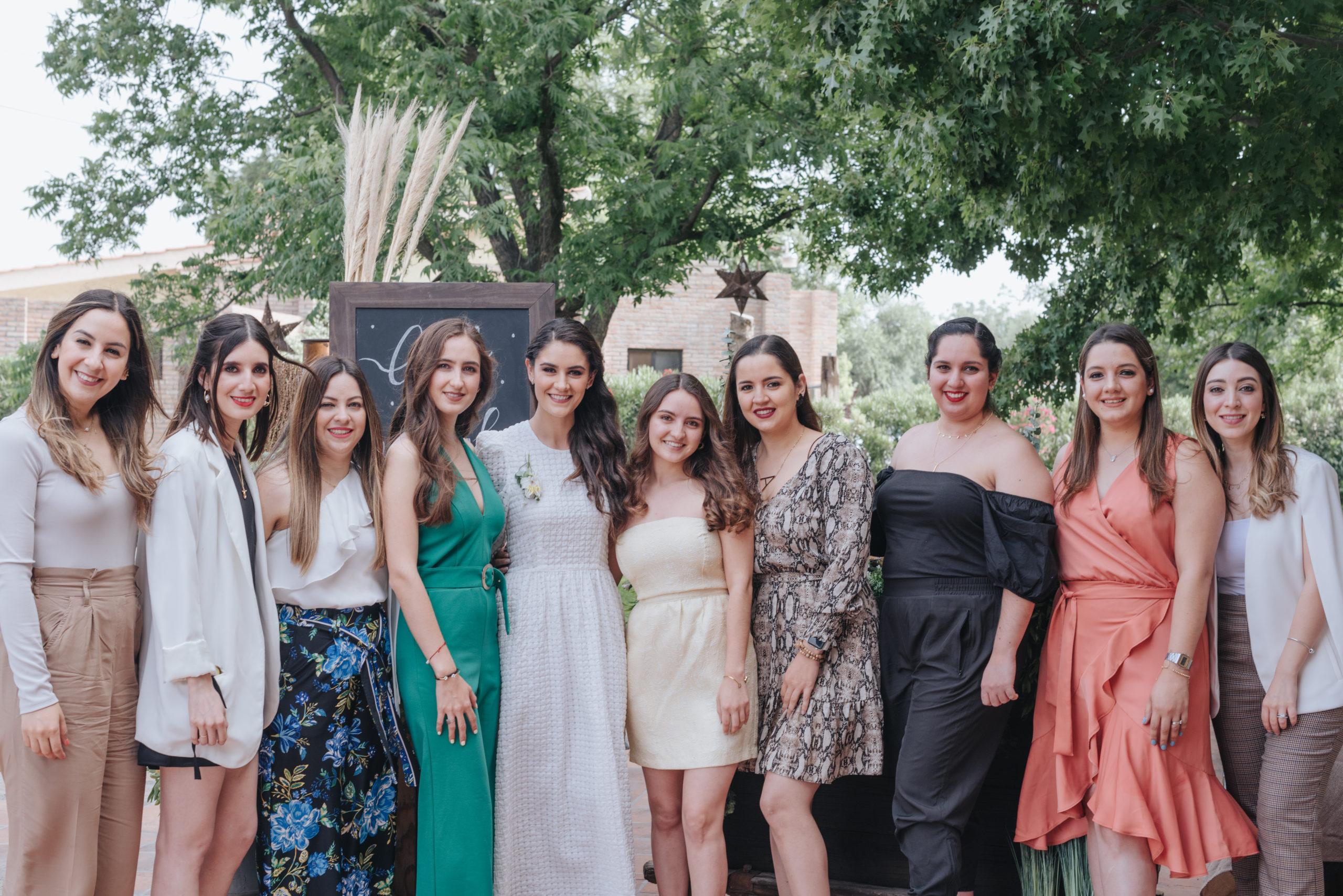 Maru, Rosy, Maricarmen y Ana Laura Dávila, Ana Gaby Herrera, Andrea, Ana Sofía y María Daniela Dávila, y Luly Orozco.