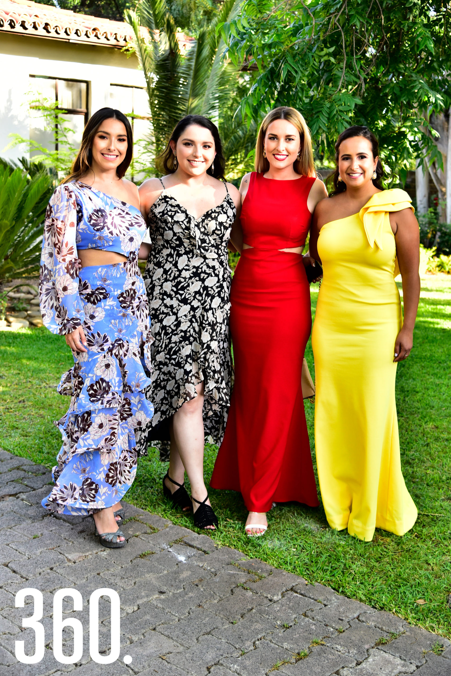 Paty Alvarado, Paola Alvarado, Valeria Betancourt y Martha Dainitin.