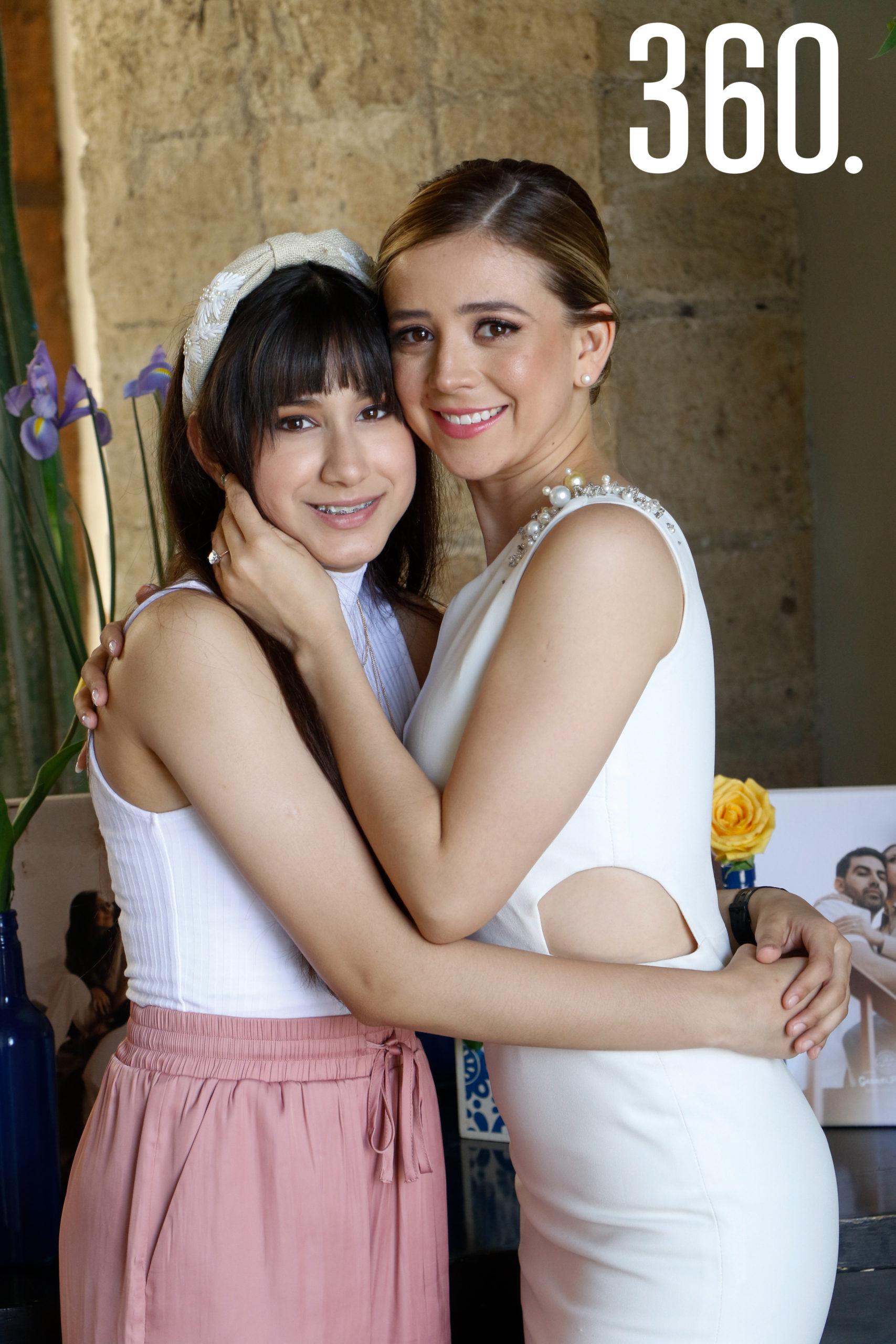 Michelle con Camila Hernández.