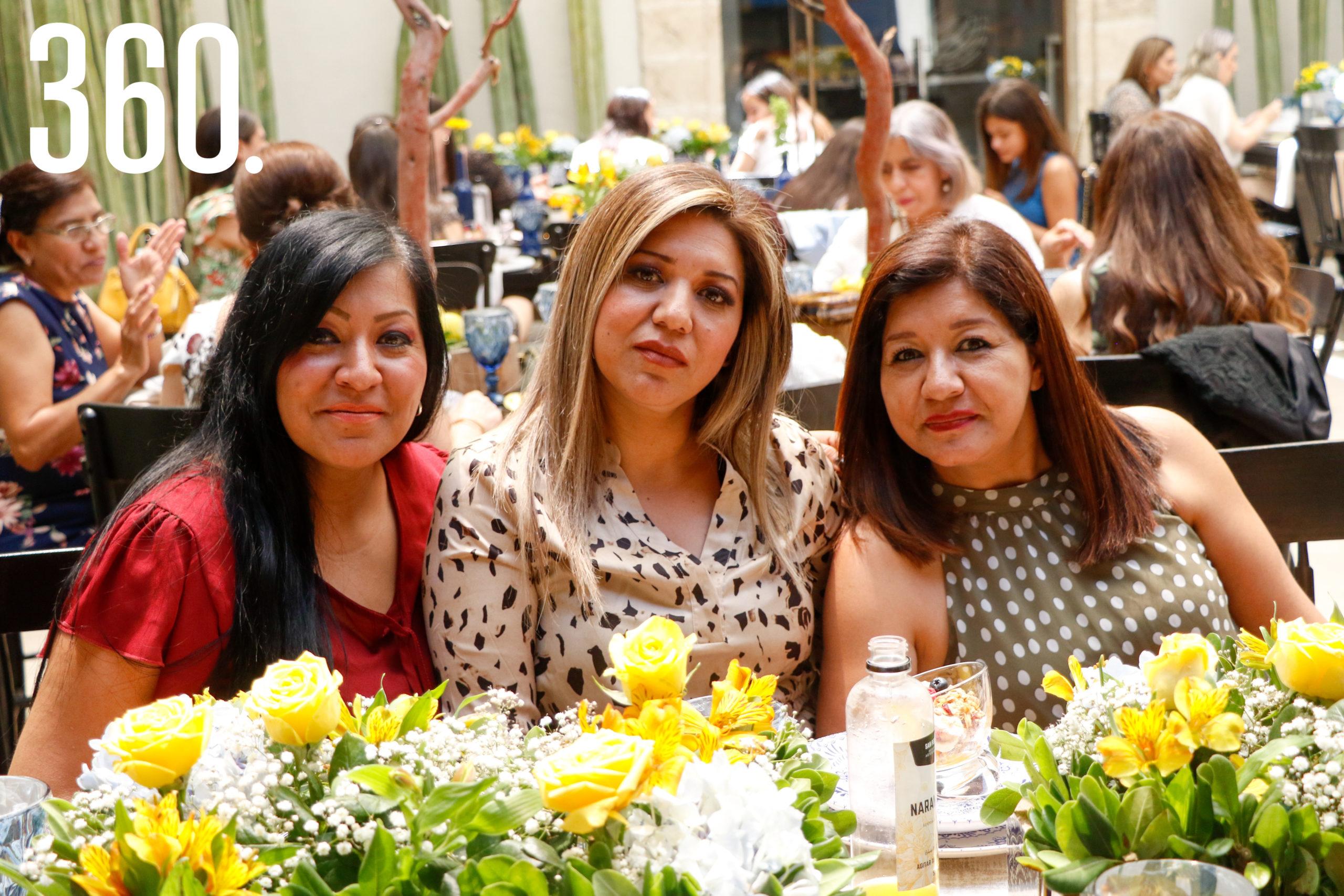 Elizabeth Muñoz, Irene Morales y Perla Cecilia Muñoz.