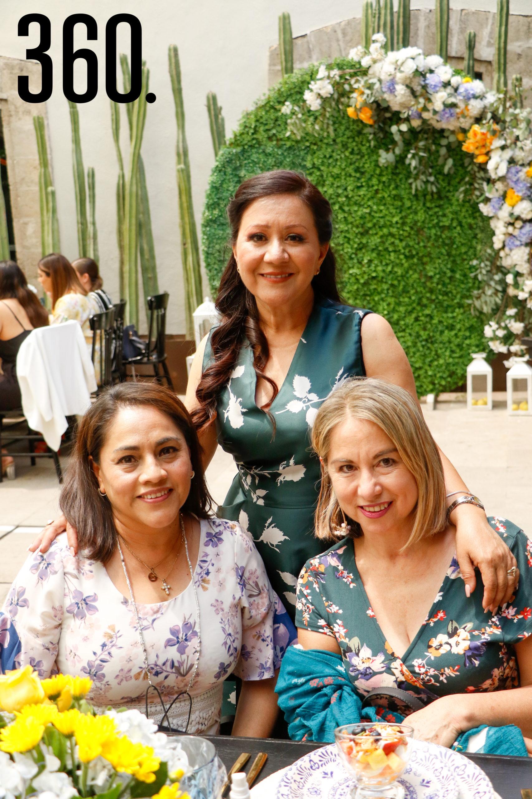 María de la Luz Muñoz, Micaela Ramírez y Olinda Fuentes.