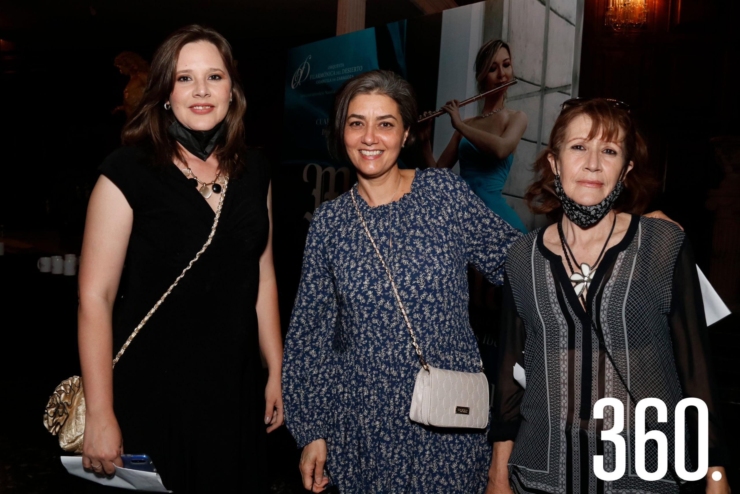 Gisele Vargas, Liz Alpizar y Myrna Rodríguez.