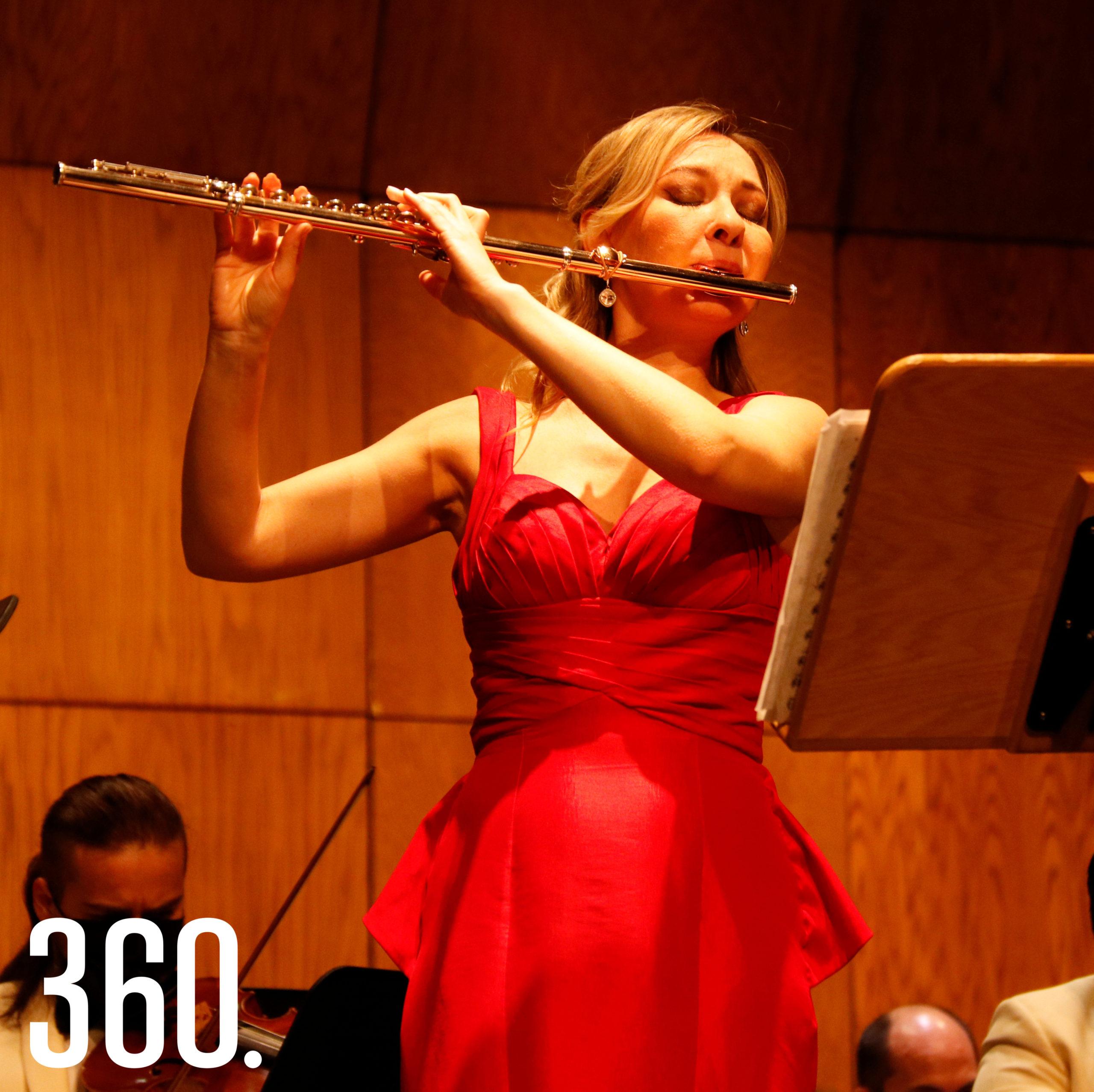 """María Vakorina, solista internacional rusa, interpretó el """"Concierto para flauta y orquesta"""" de Jaques Ibert, con la Filarmónica del Desierto."""