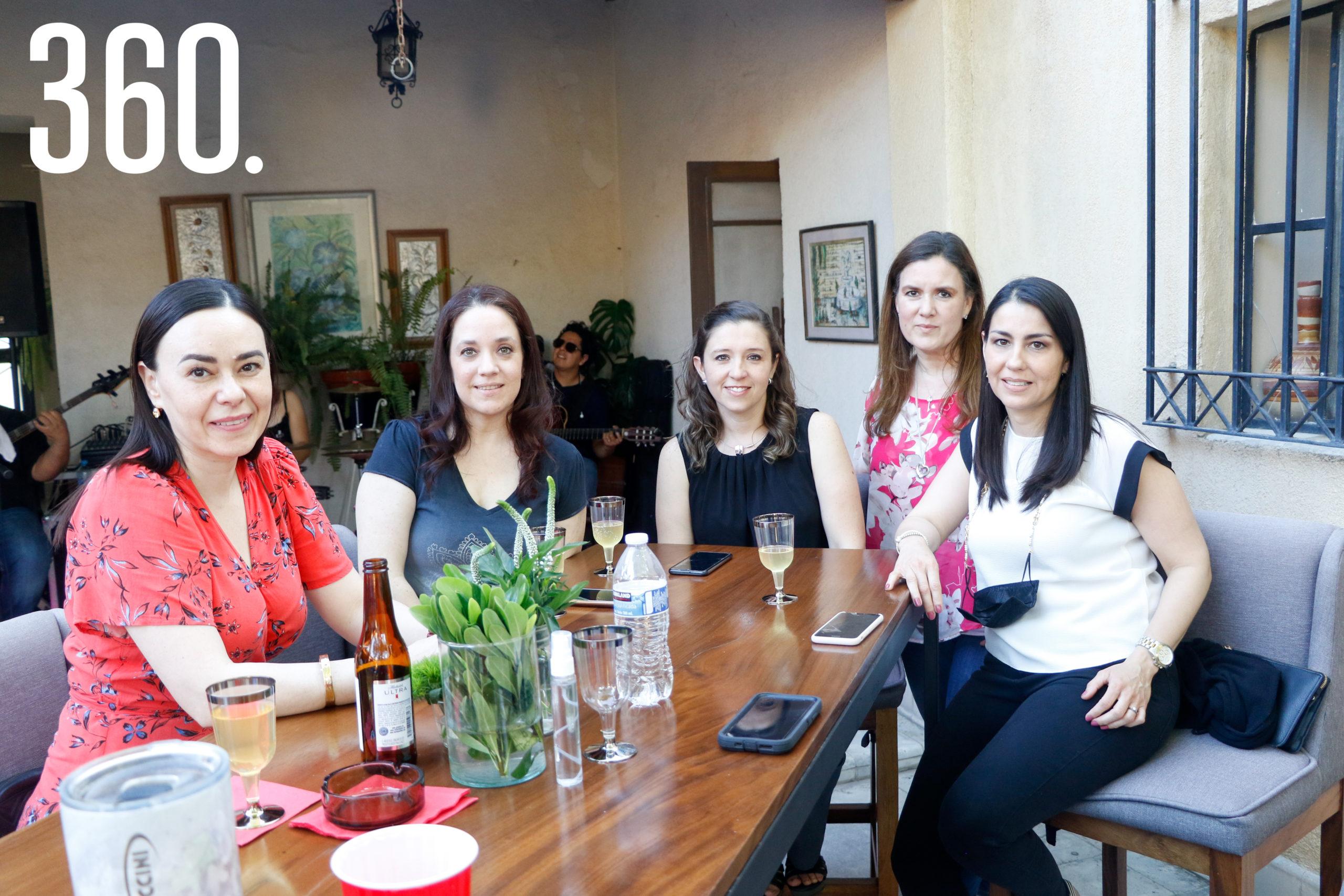 Lucía Riojas, Esperanza Dorbecker, Paulina Cordero, Lucero Dorbecker y Claudia Sánchez.