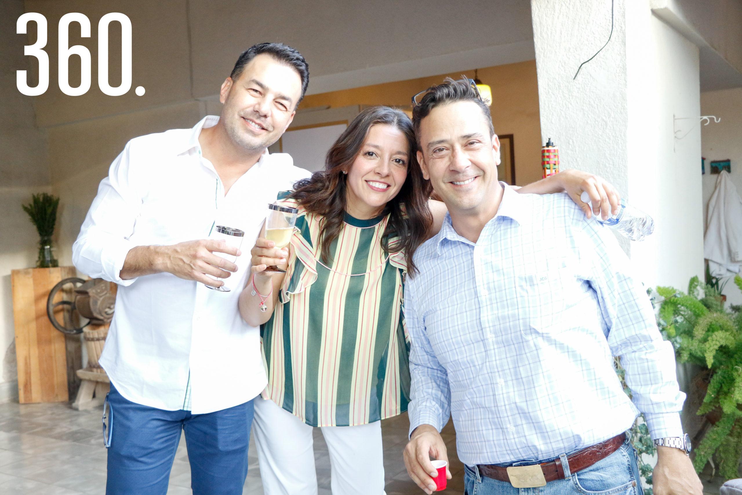 Iván Guerra, Maryté Montes de Oca y Juan Carlos Guerra.