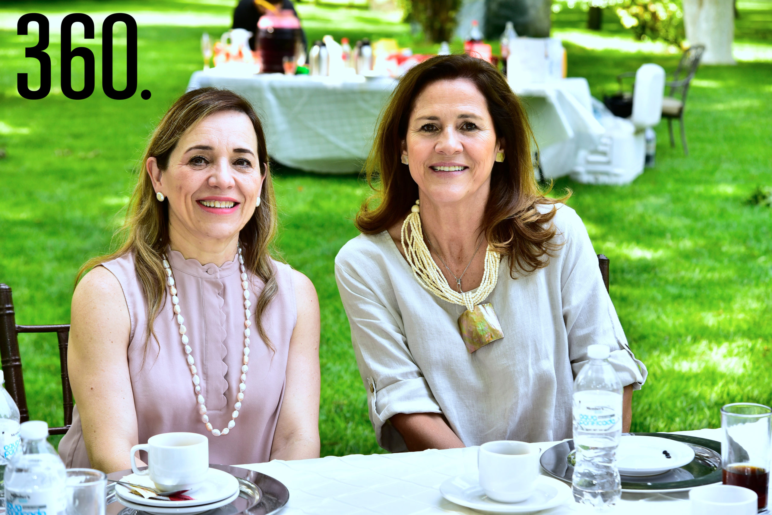 Nora García de Rosales y Paty Rodríguez.