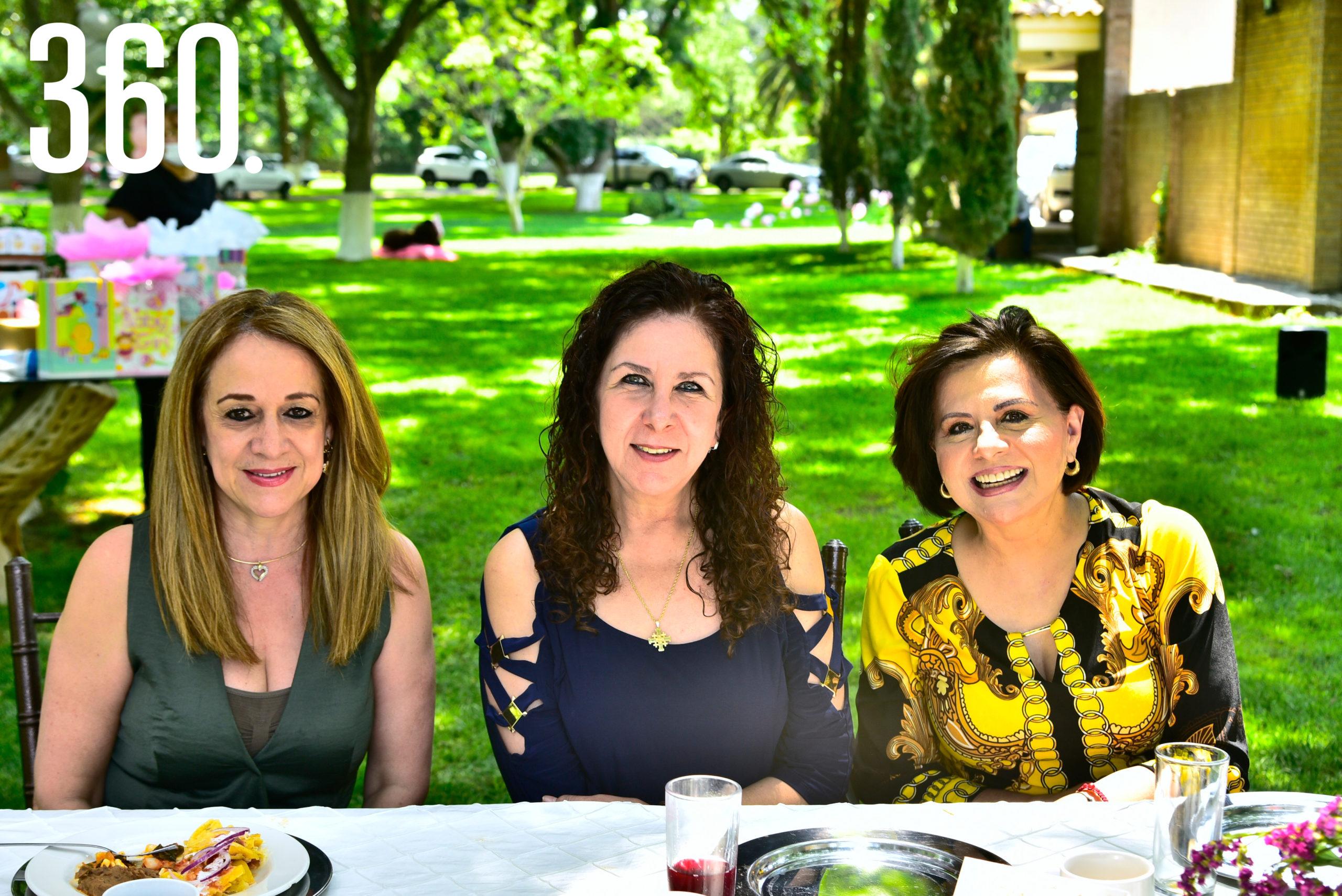 Inés Garza, Olga Hernández y Olga Durón.