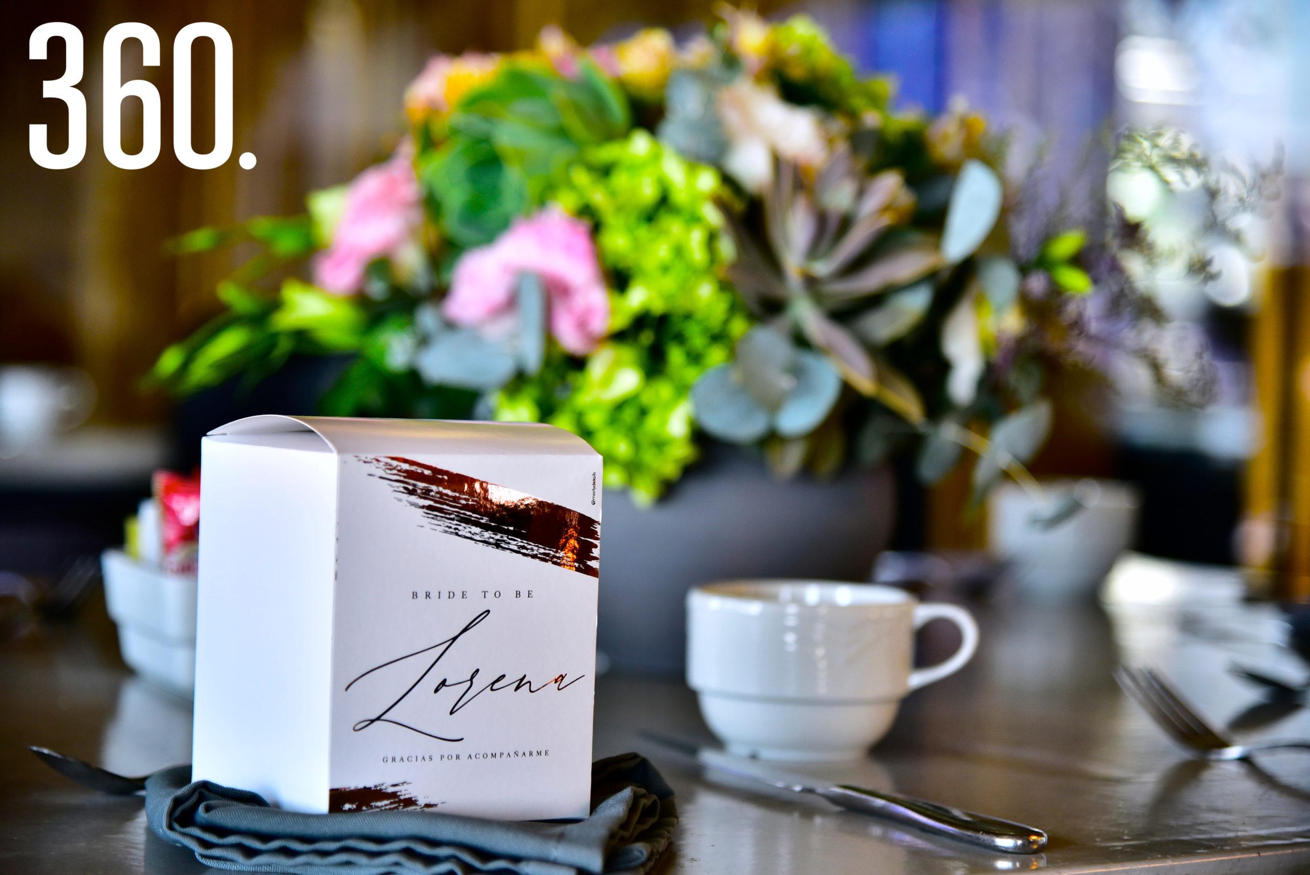 El evento se celebró en el restaurante El Tapanco, y contó con lindos detalles florales.