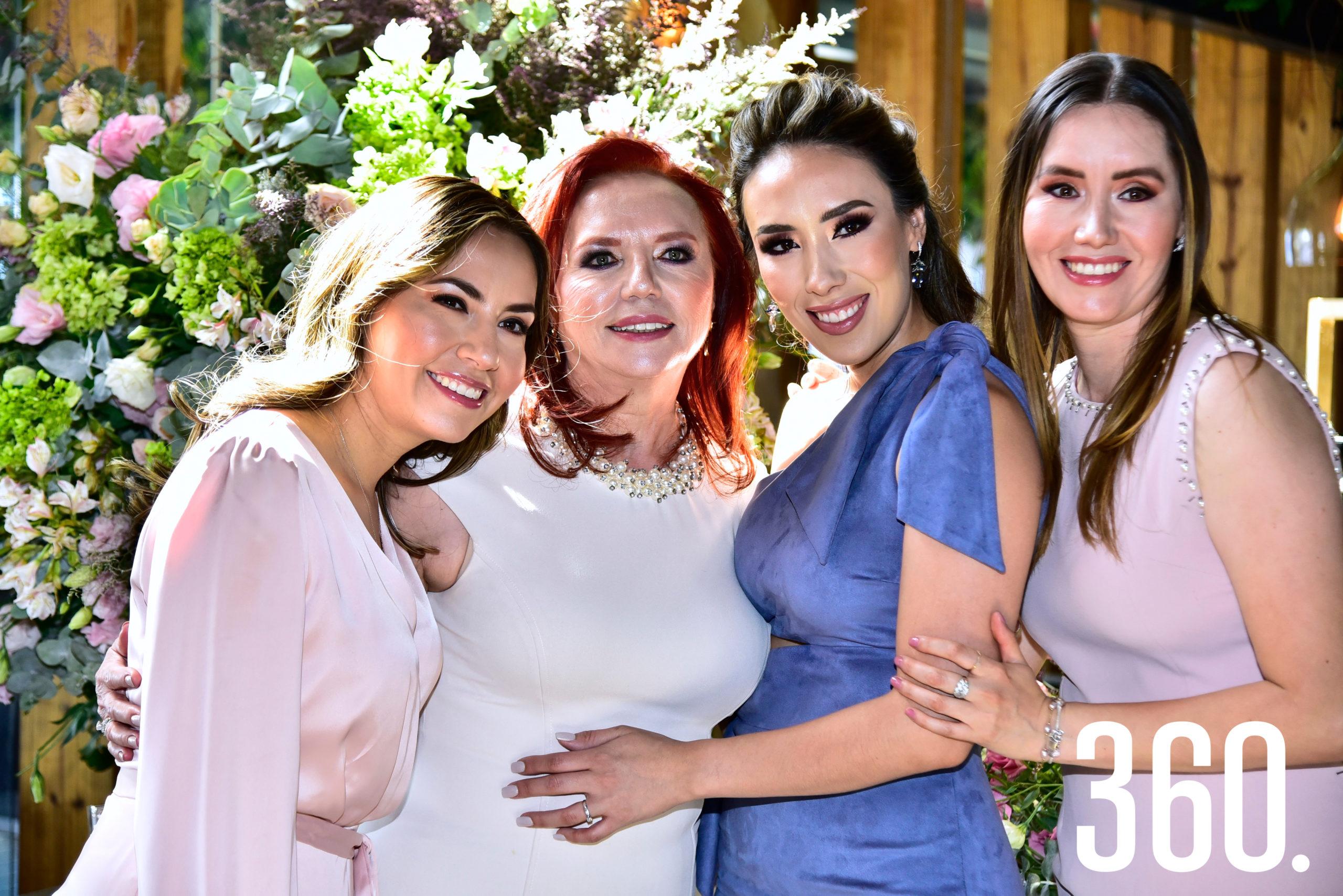 Lorena Villanueva Ramos con su mamá, María Mercedes de Villanueva, y sus hermanas Nadia y Cynthia Villanueva Ramos.