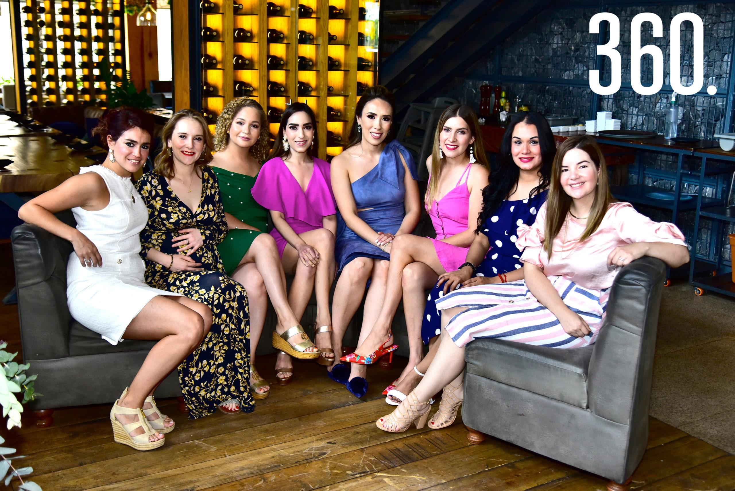 Pamela Villarreal, Cynthia Robles, Claudia López, Ceci Aguirre, Lorena Villanueva, Mónica Lozano, Gabriela Moreno y Ale Pereznegrón.