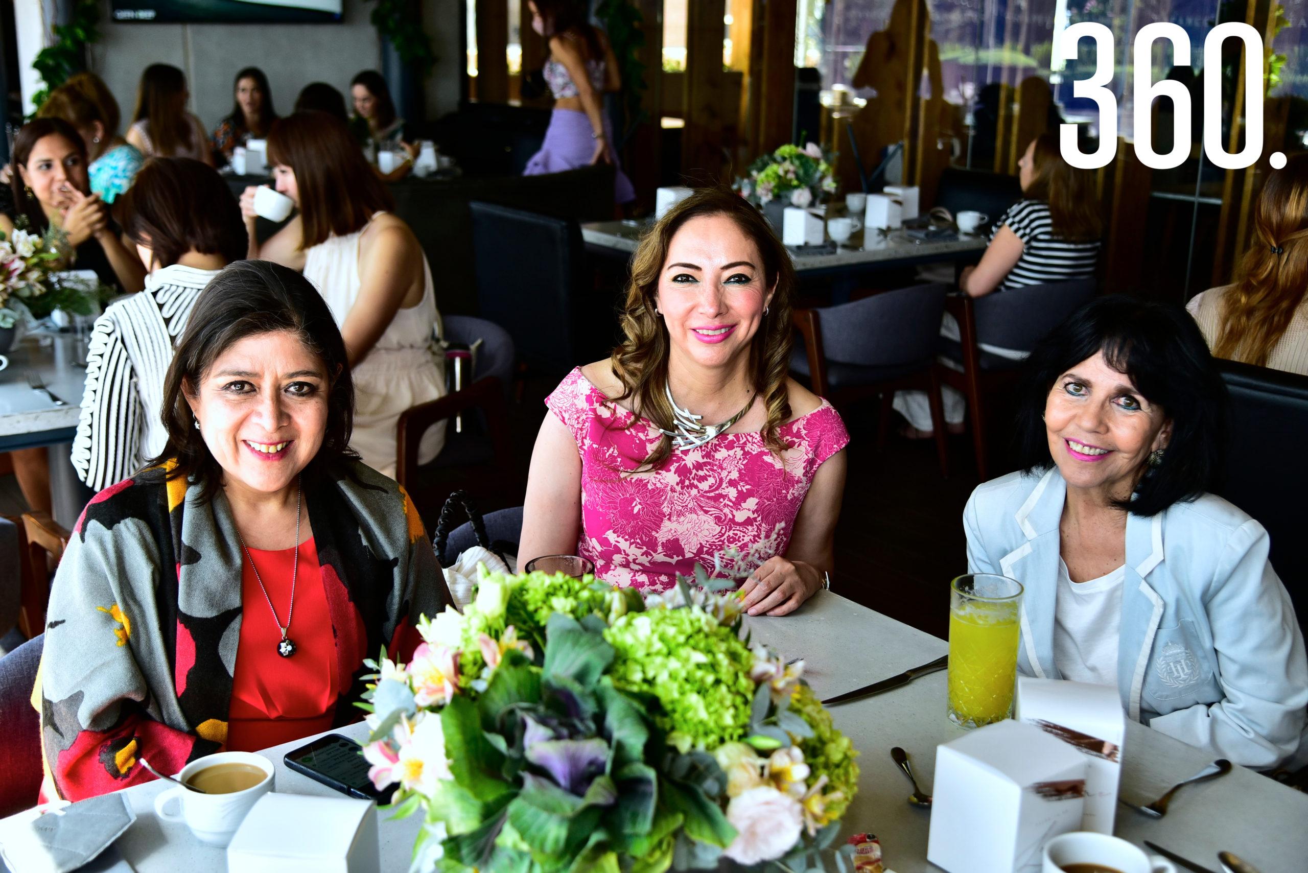 Catalina Espino, María Elena García de Martínez y Patricia de Garza.