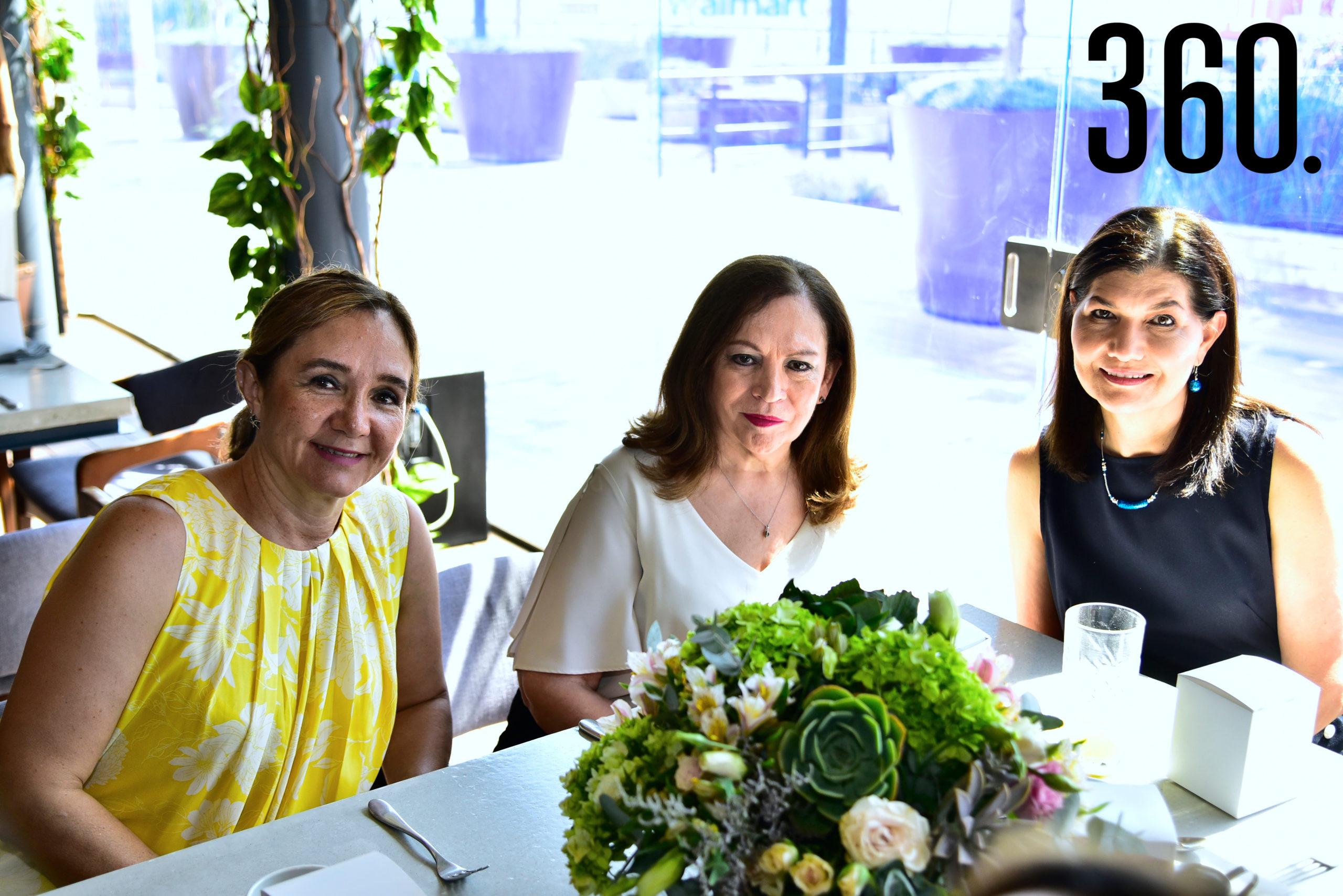 Ofelia Díaz, Martha Buitrón y Diana Rodríguez.