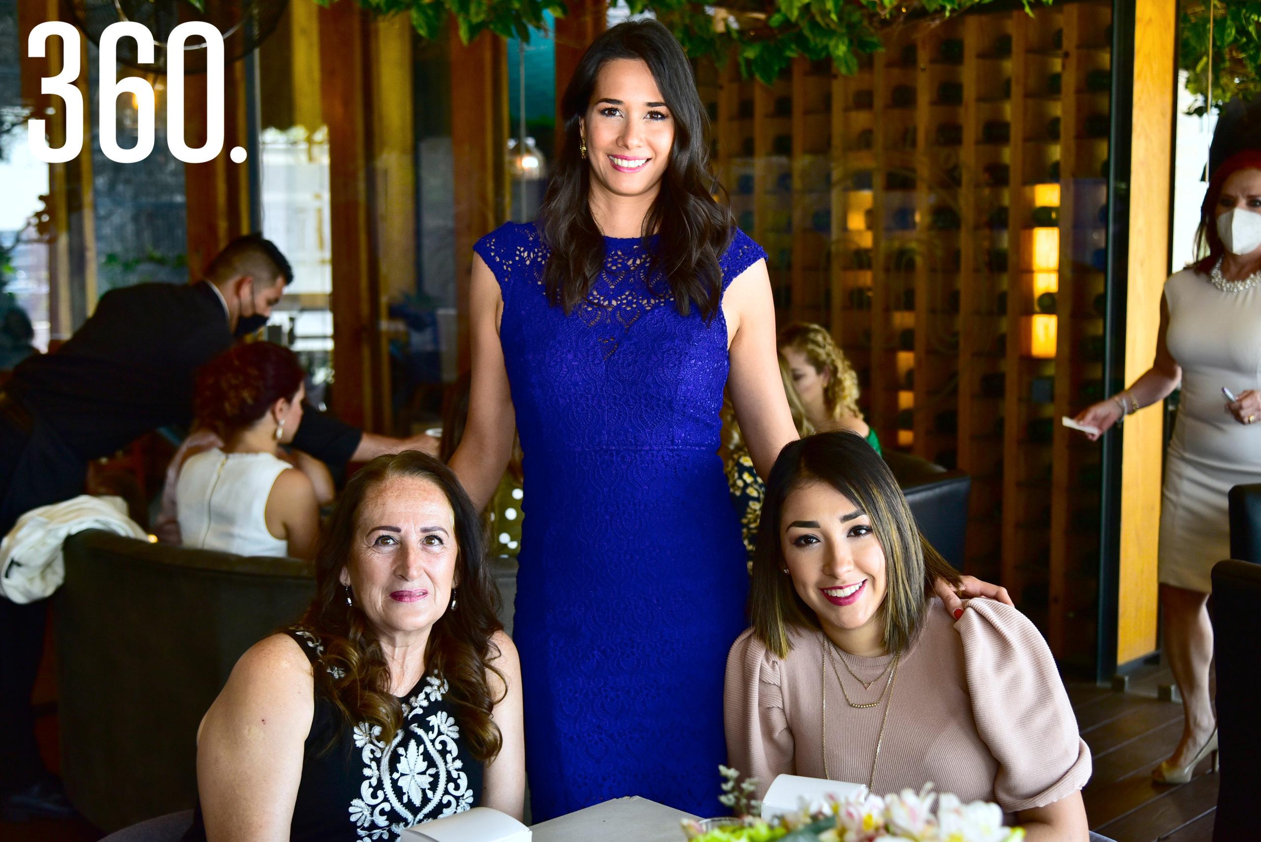 Cindy García, Isabela Vargas y Janeth de Vargas.