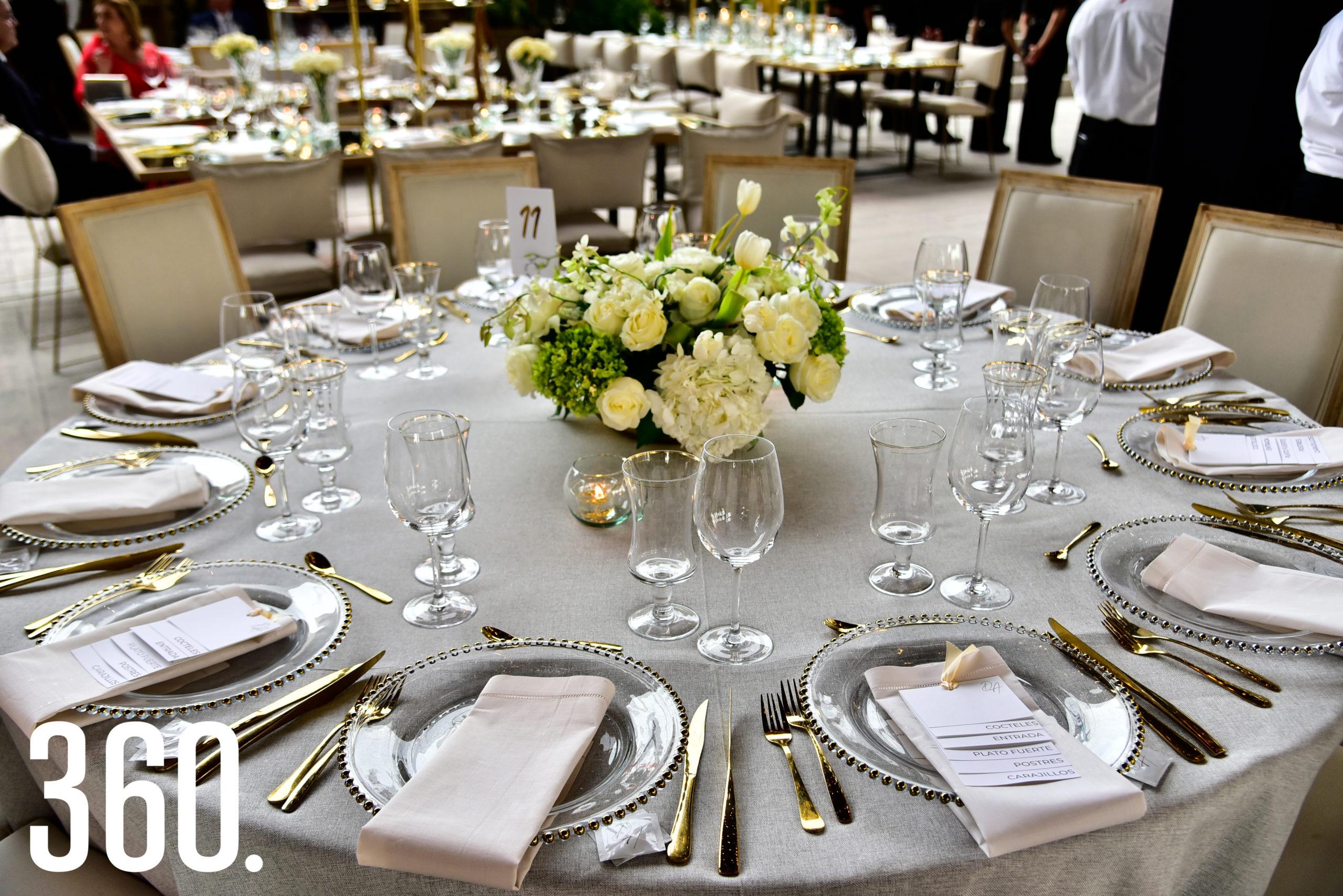 Mesas de los invitados.