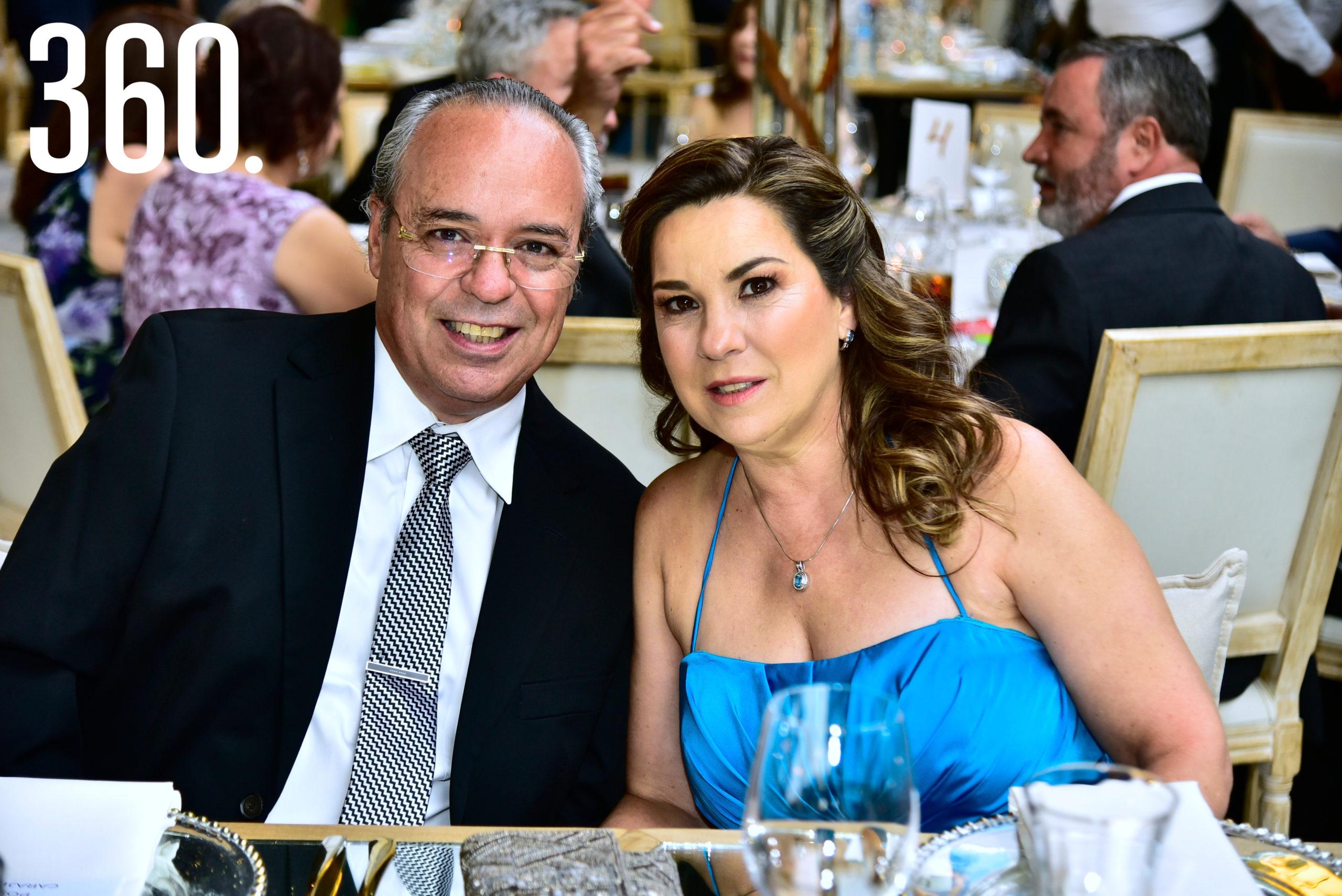 Fernando López y Marisa Montemayor de López.